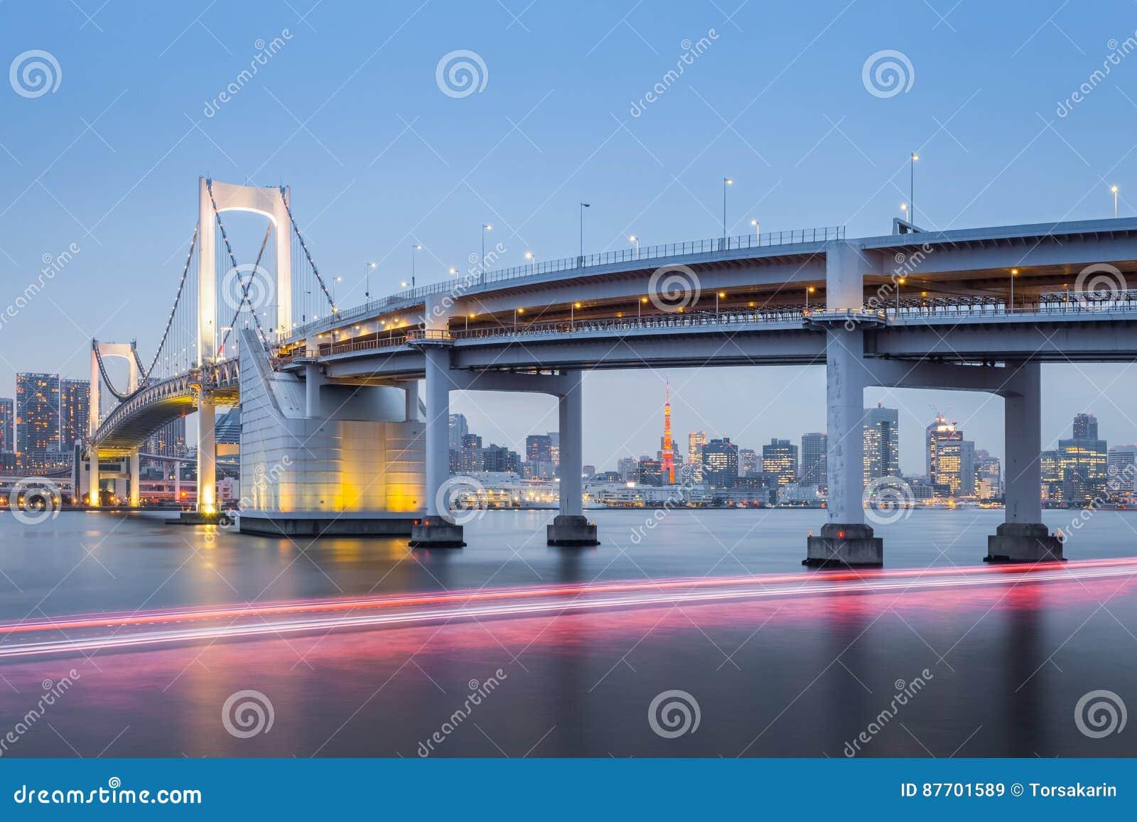Pont en arc-en-ciel de Tokyo et tour de Tokyo