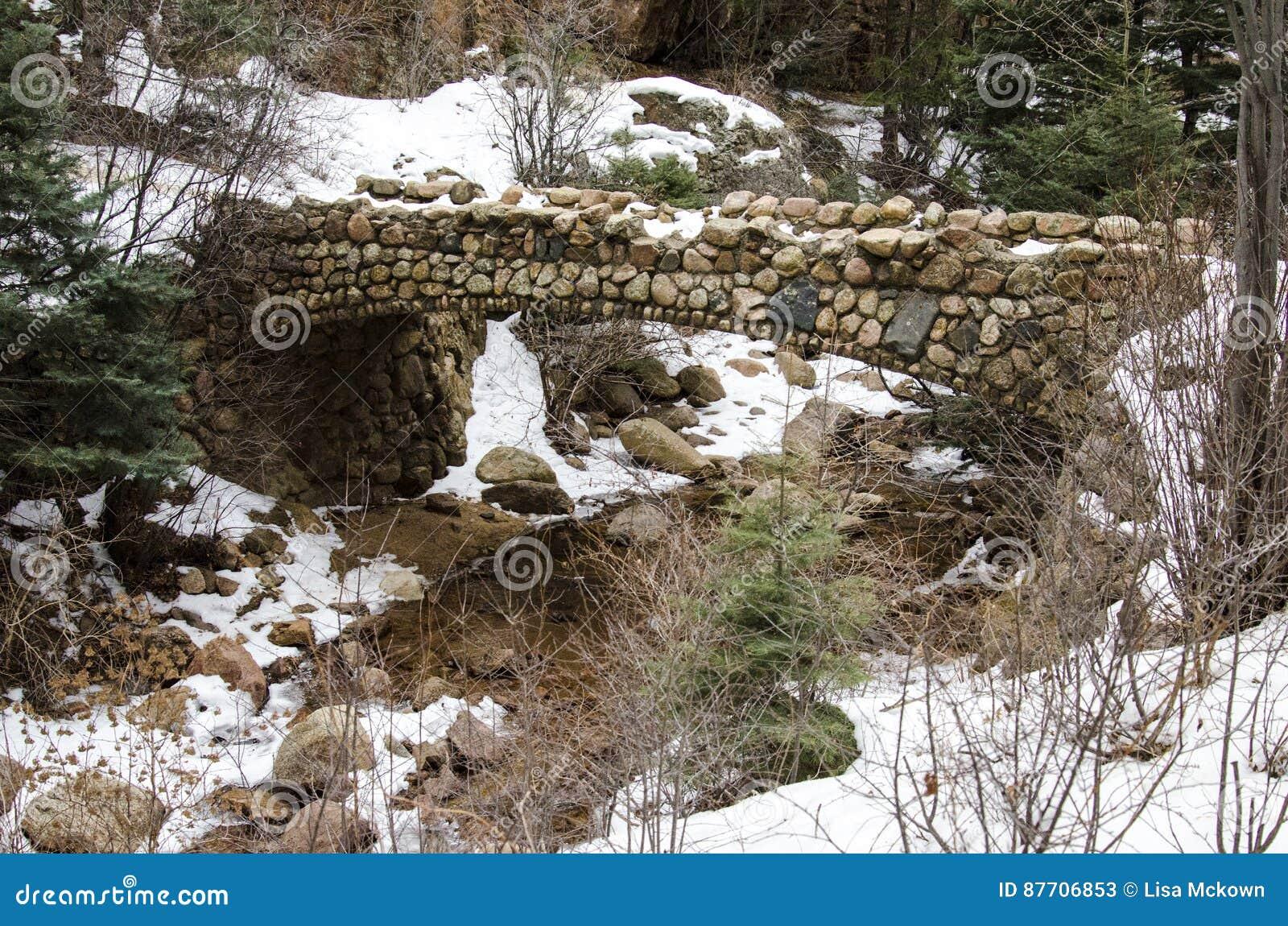 Pont en pierre très vieux