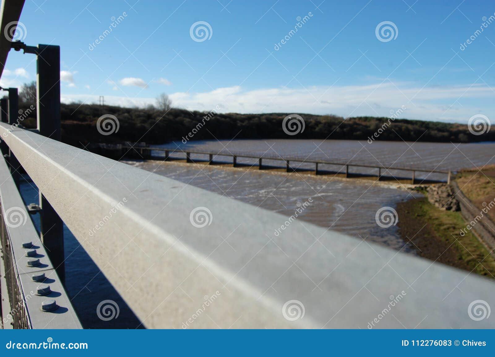 Pont A189 en route de Wansbeck regardant en amont