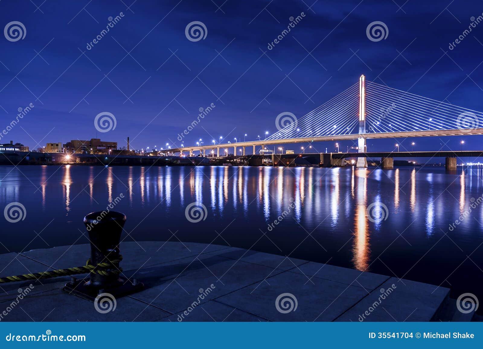 Pont en verre de Skyway de ville de vétérans