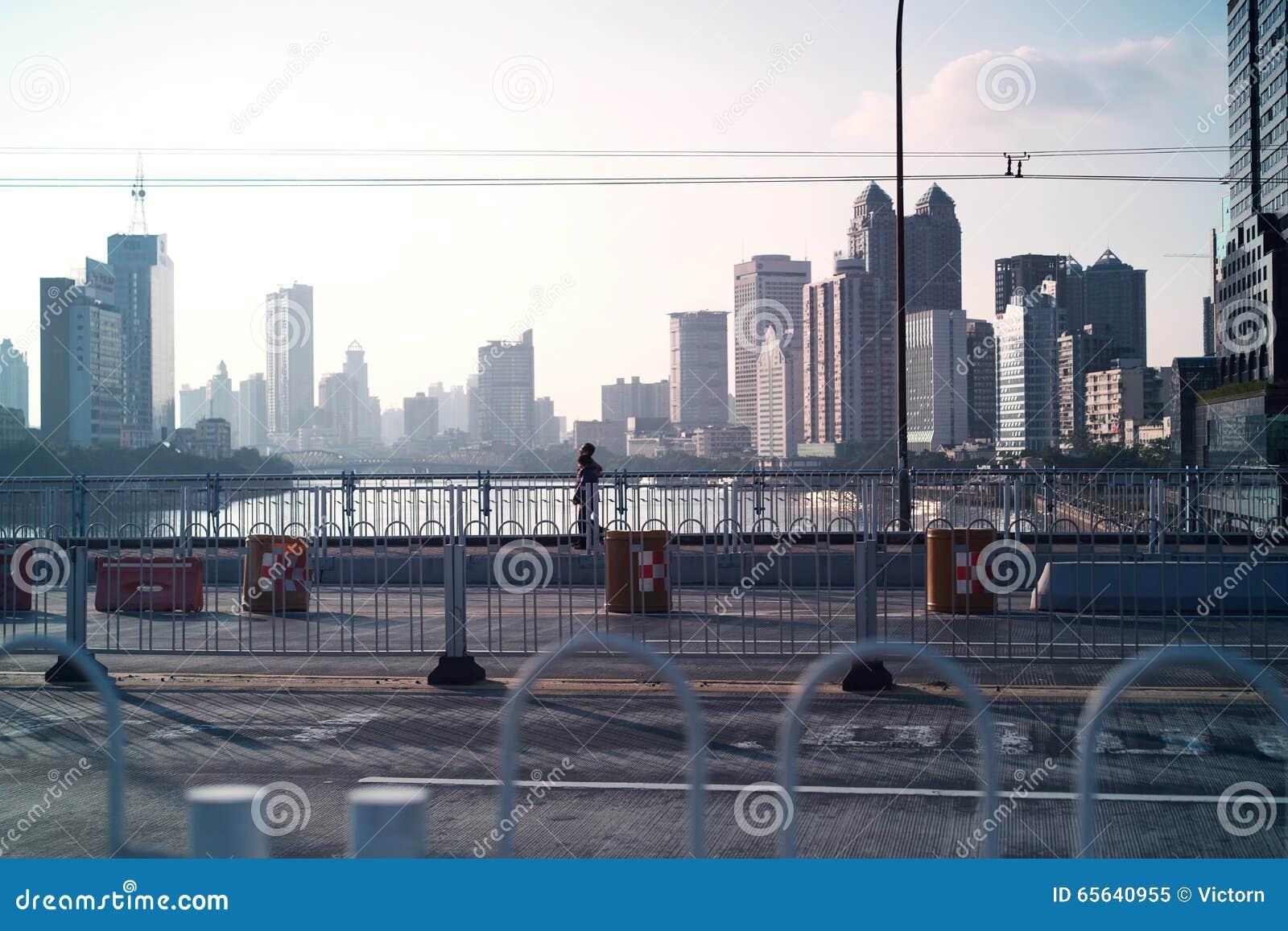 Pont et bâtiment