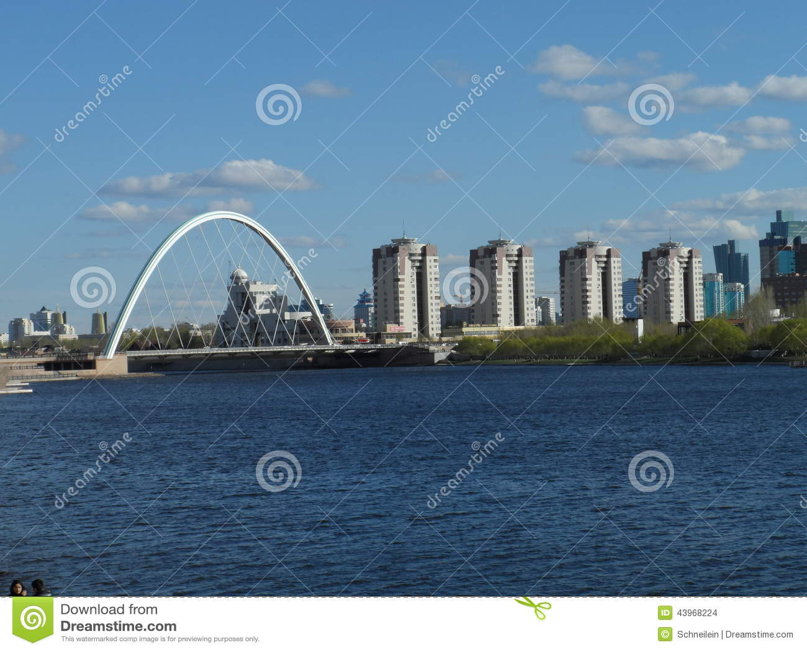 Pont et bâtiments résidentiels