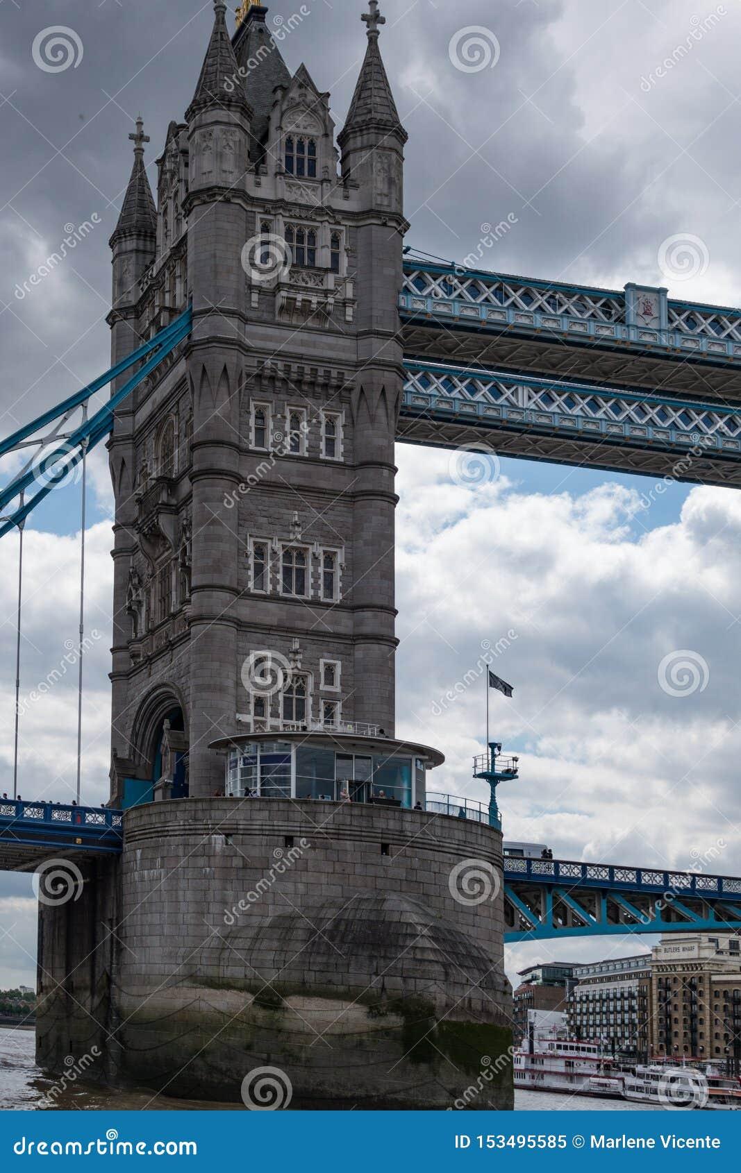 Pont-levis de pont de tour à Londres L Angleterre et le Royaume-Uni