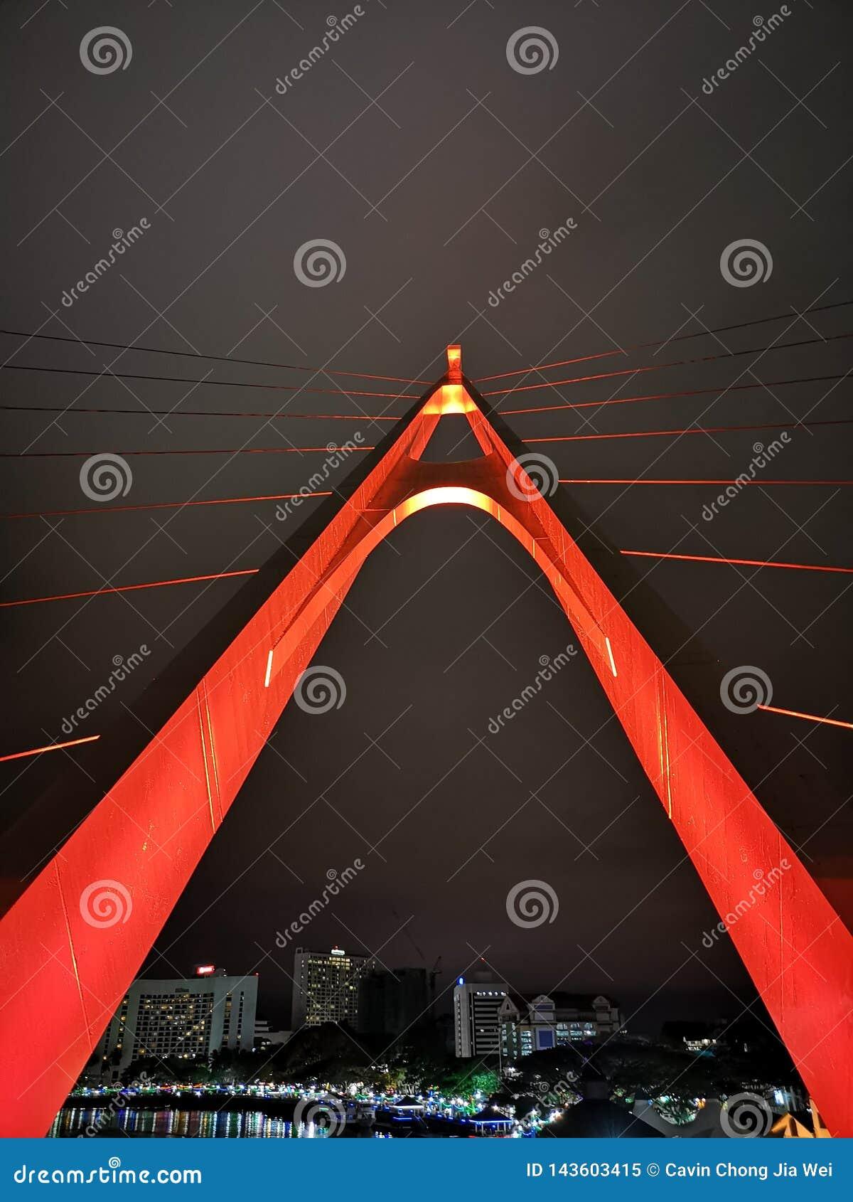 Pont rouge de secousse chez Sarawak