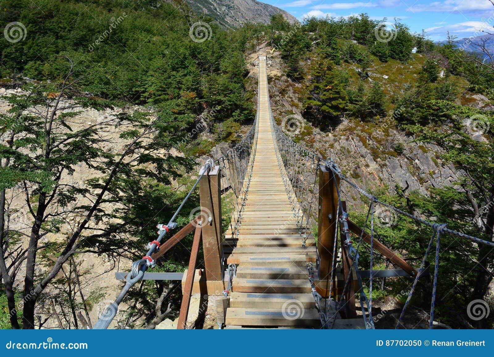 Pont suspendu à l intérieur du parc national de Torres del Paine, Chili