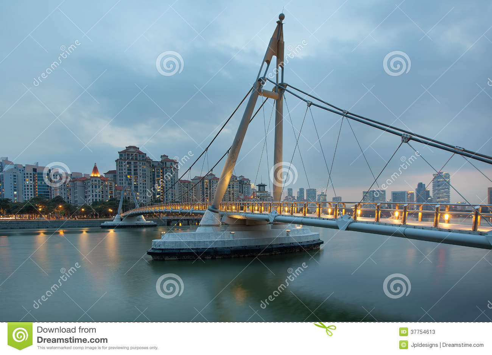 Pont suspendu chez Tanjong Rhu