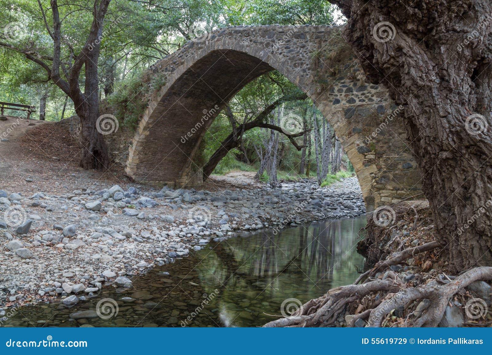 Pont vénitien antique de Tzelefos, dans les montagnes de Troodos, île de la Chypre