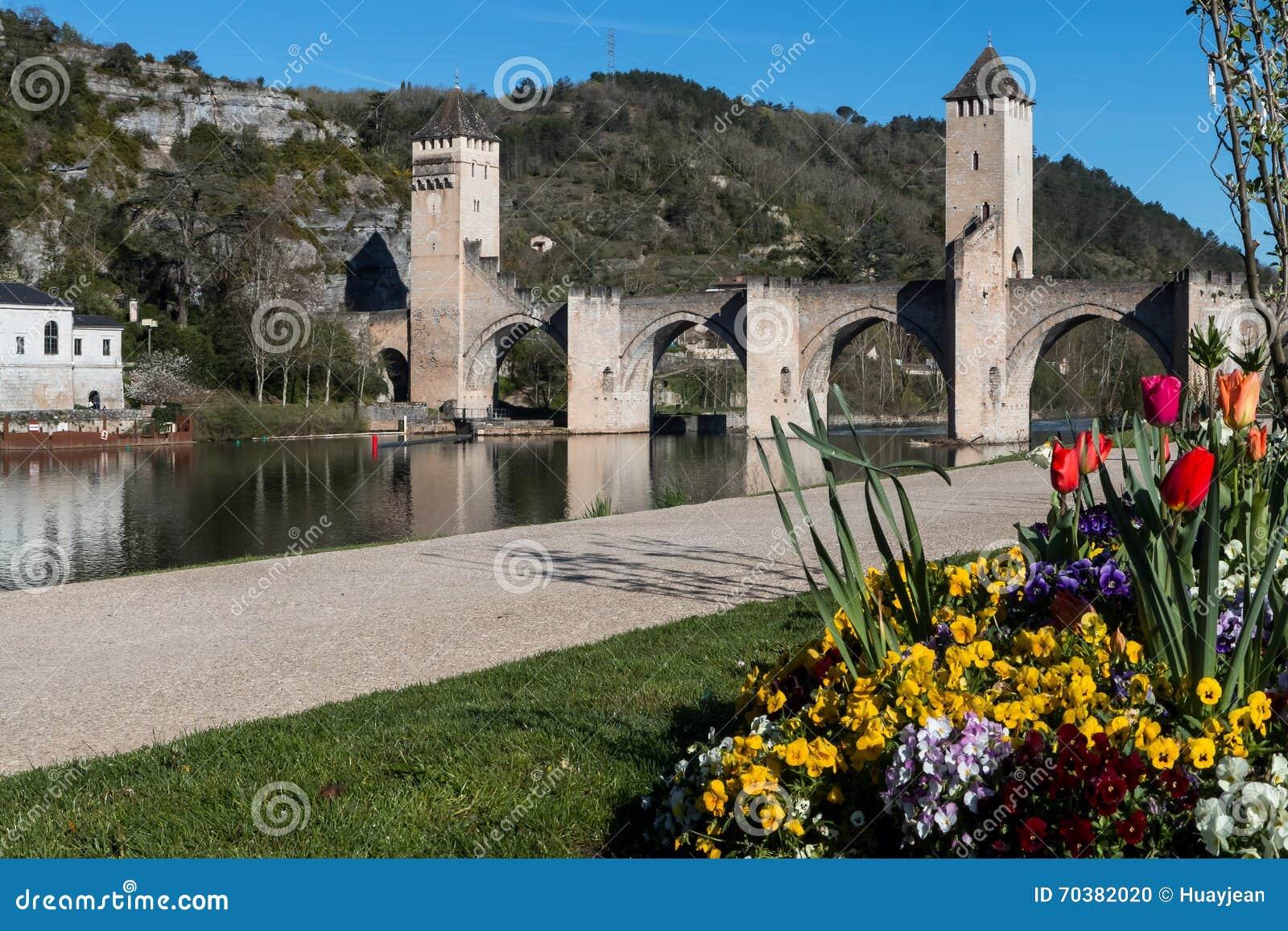 Pont Valentré, Cahors, отдел серии