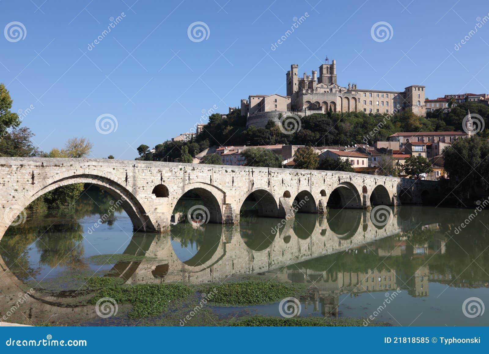 pont vieux en beziers francia foto de archivo libre de regal as imagen 21818585. Black Bedroom Furniture Sets. Home Design Ideas