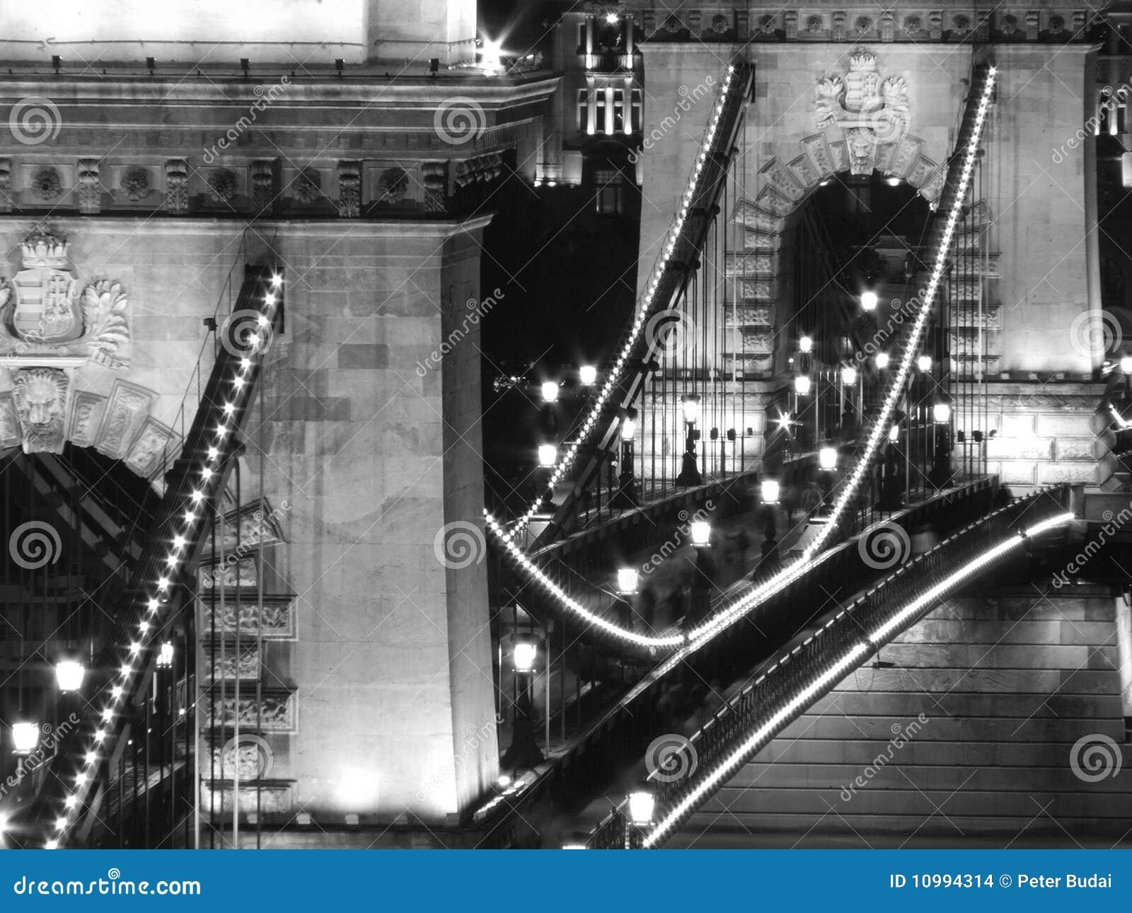 Ponte Chain na noite (Budapest, preto e branco)