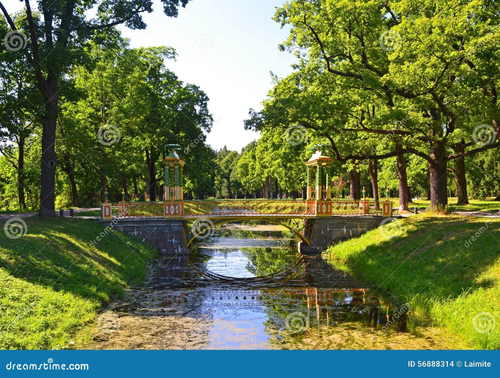 Ponte cinese nel parco di Alexander