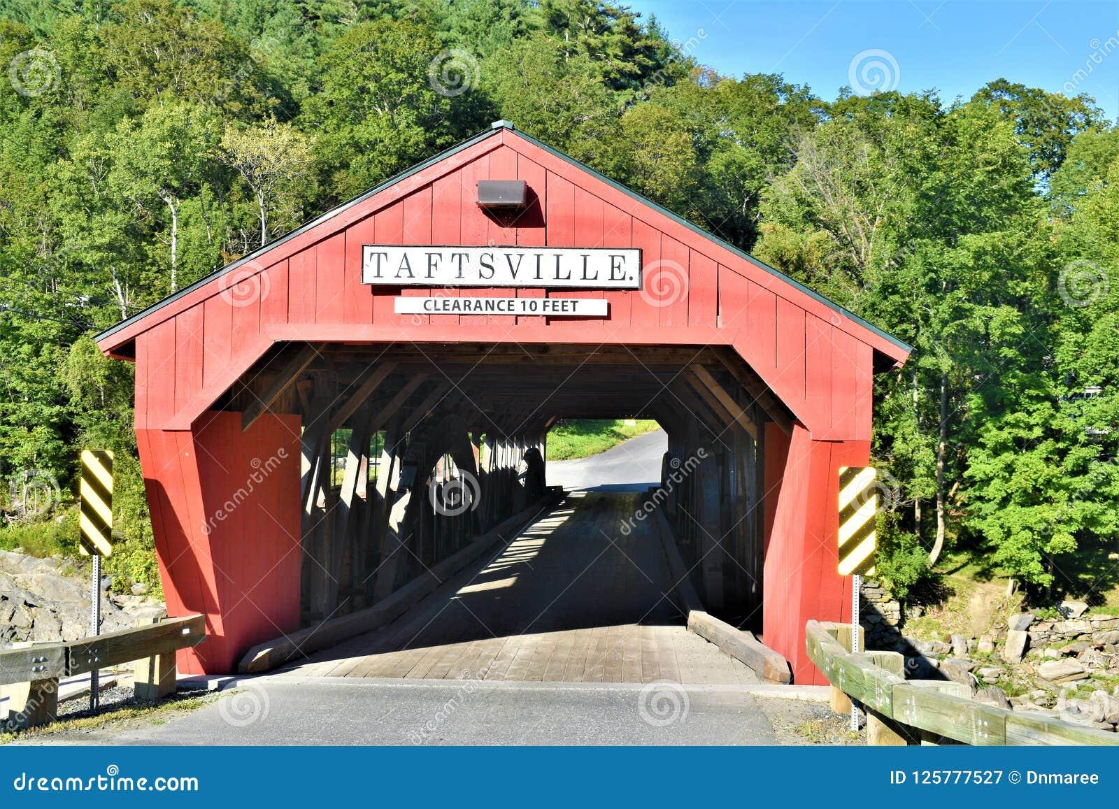 Ponte coperto di Taftsville nel villaggio di Taftsville nella città di Woodstock, Windsor County, Vermont, Stati Uniti