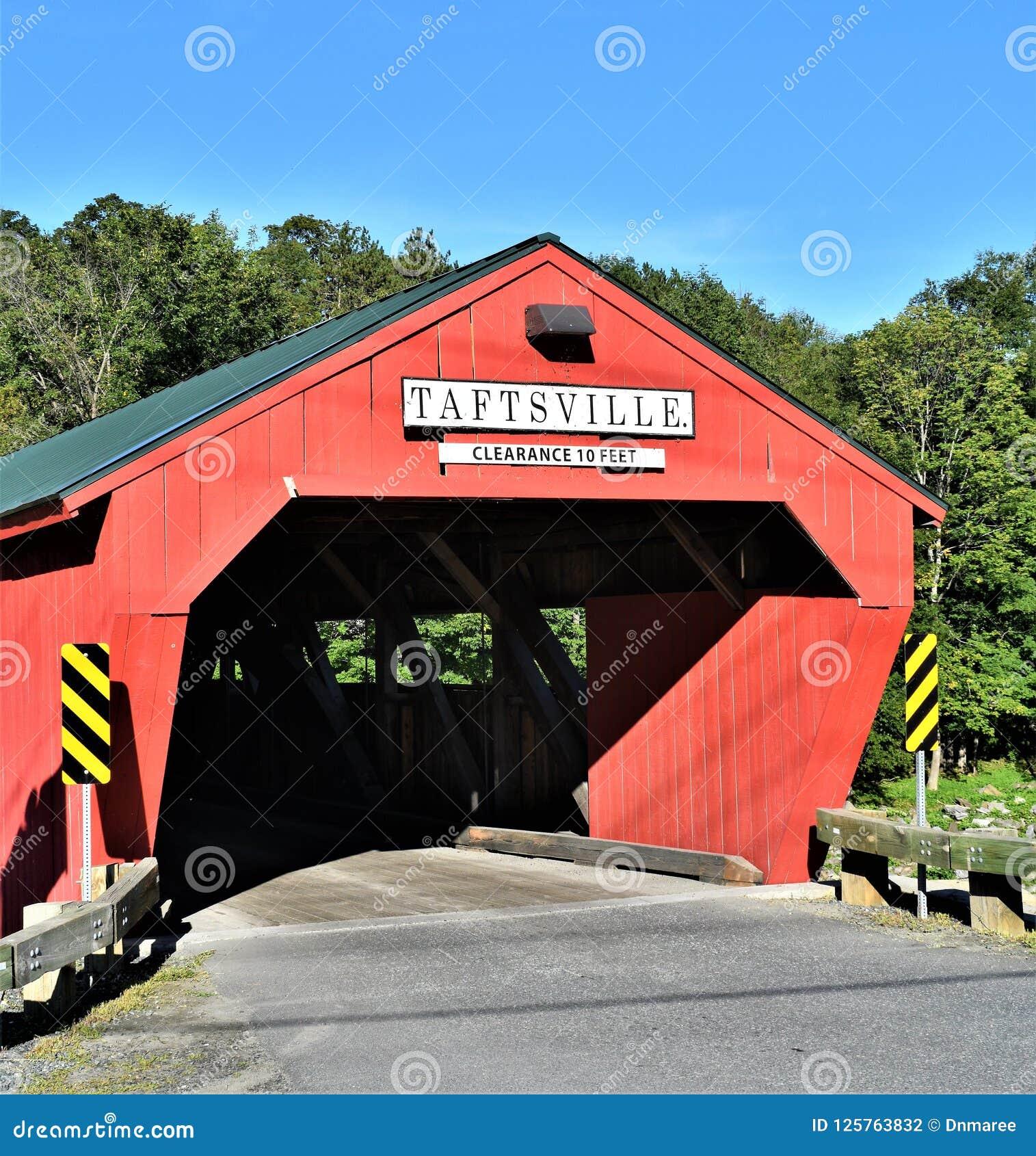 Ponte coperto di Taftsville situato nel villaggio di Taftsville nella città di Woodstock, Windsor County, Vermont, Stati Uniti