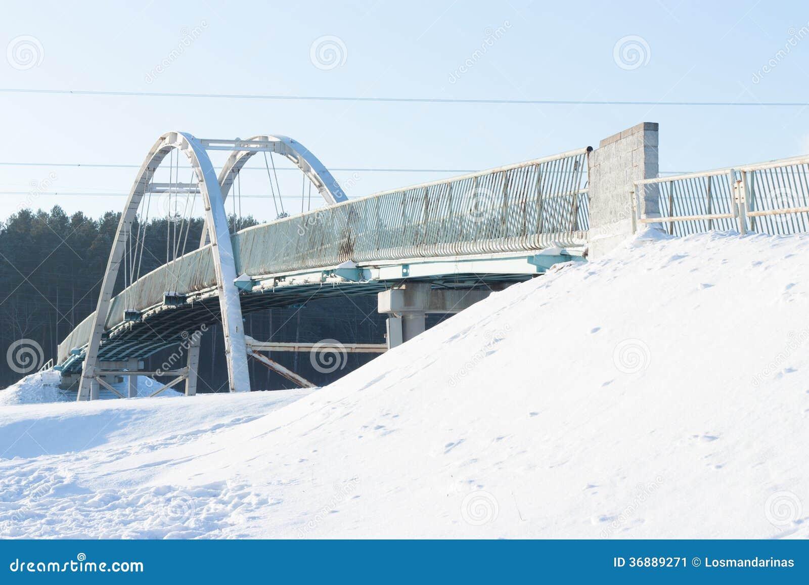 Download Ponte D'acciaio Dell'arco Della Capriata Immagine Stock - Immagine di inverno, incrocio: 36889271