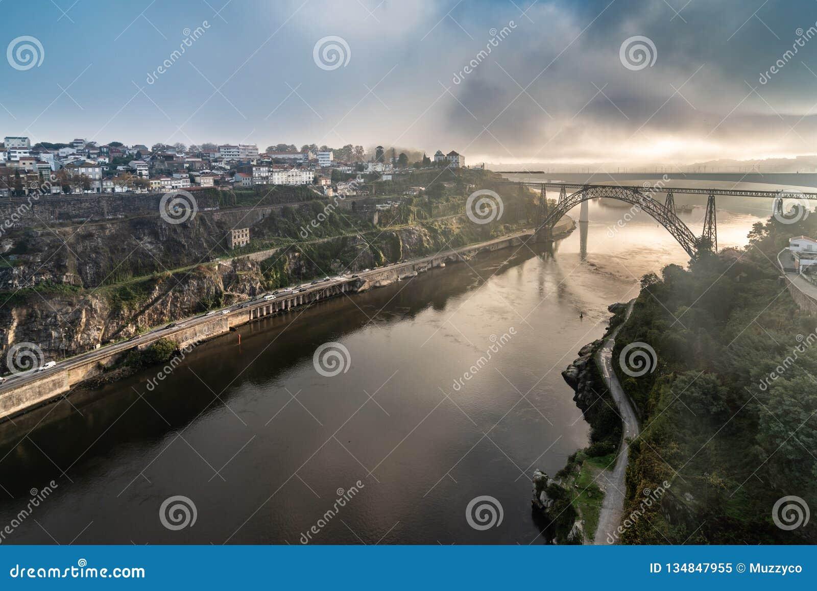 Ponte d Maria Pia Brifge w Porto