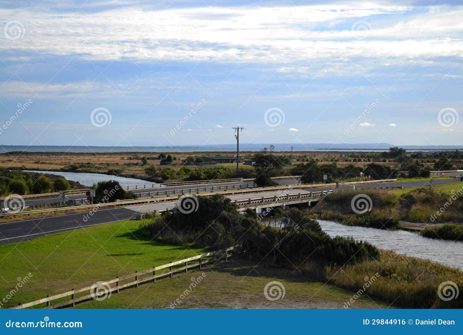 Ponte da estrada sobre o rio