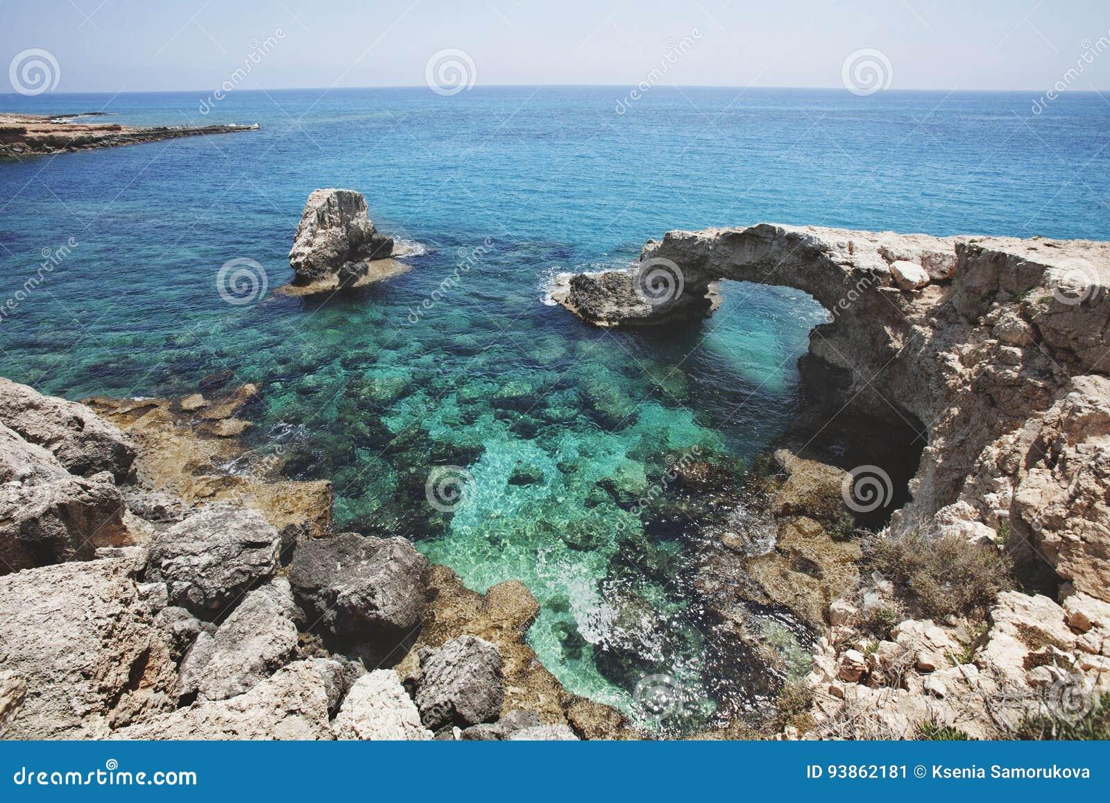 Ponte da rocha do amor Cabo do greco de Cavo chipre Lan do mar Mediterrâneo