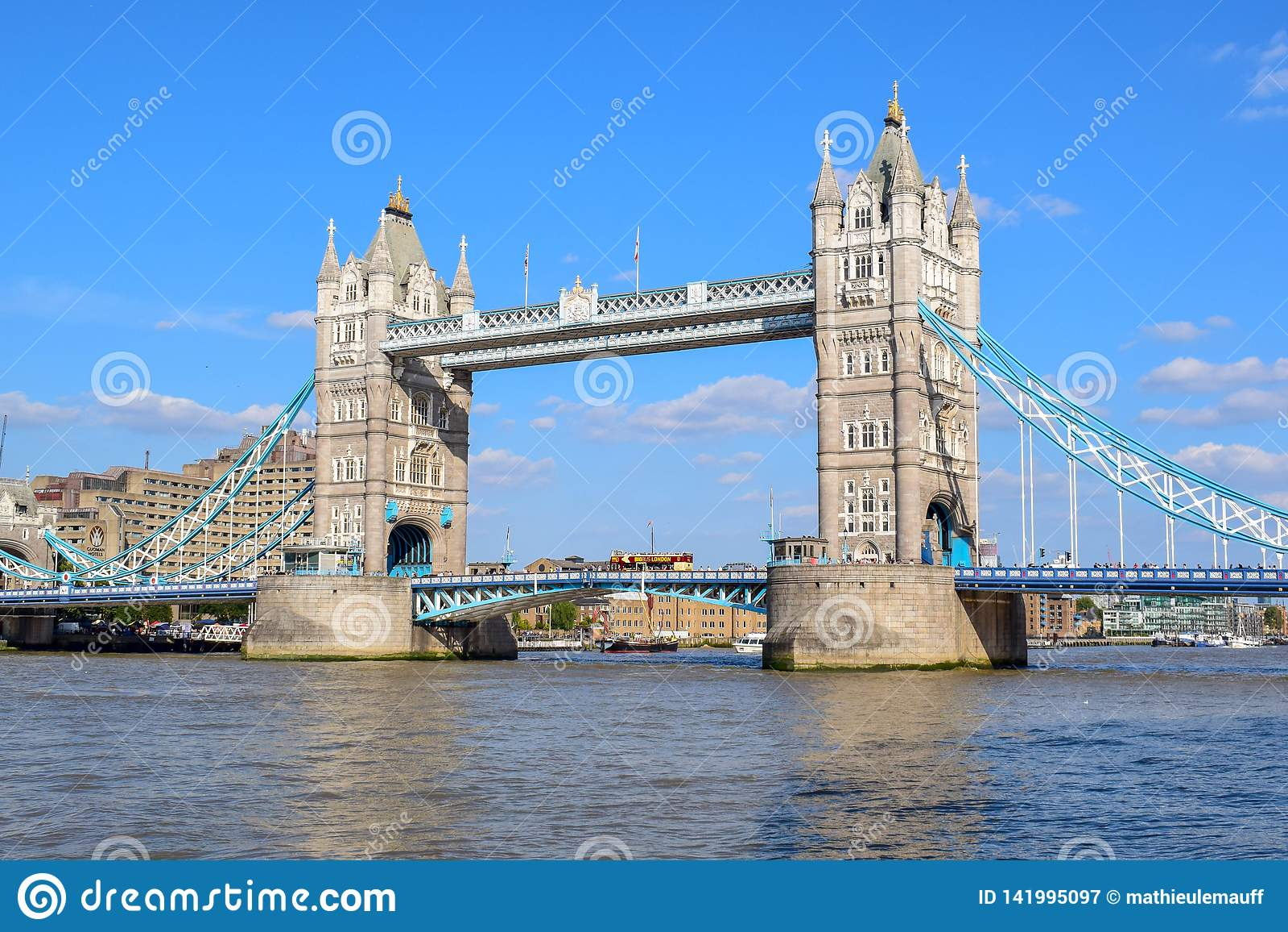 Ponte da torre de Londres no verão