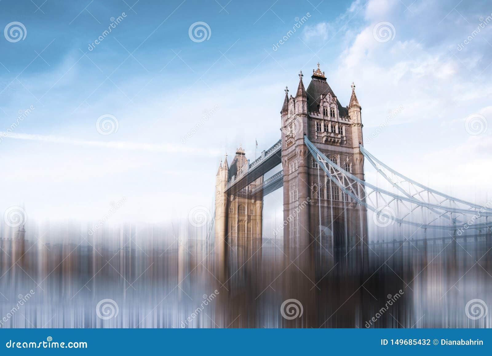 A ponte da torre em Londres Efeito da velocidade para sugerir um ambiente acelerado