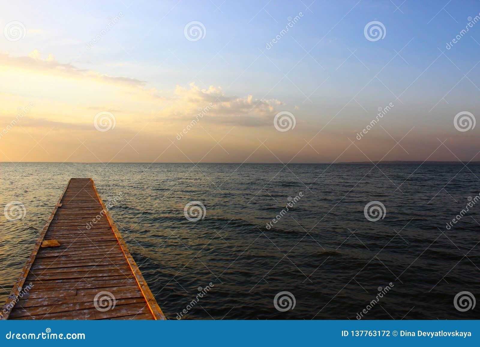 Ponte dal Mar Nero nel tramonto