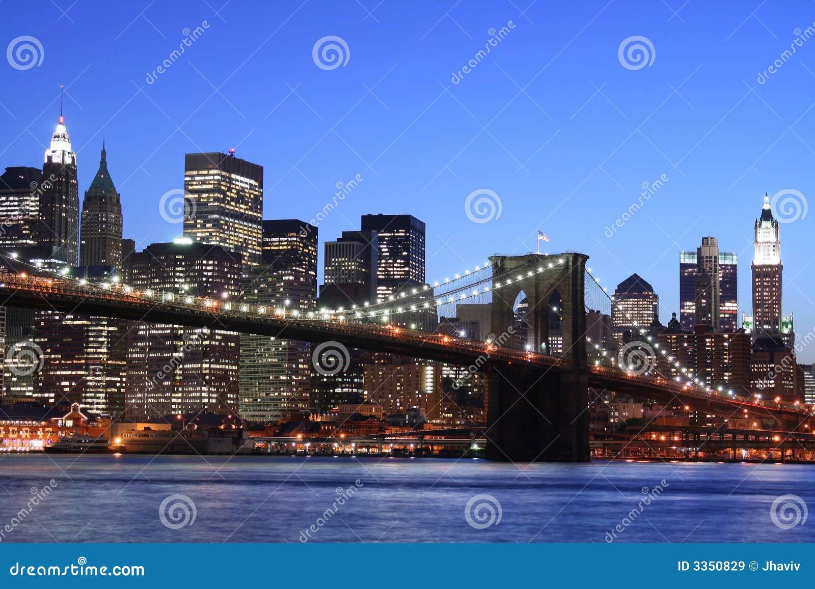 Ponte de Brooklyn na noite