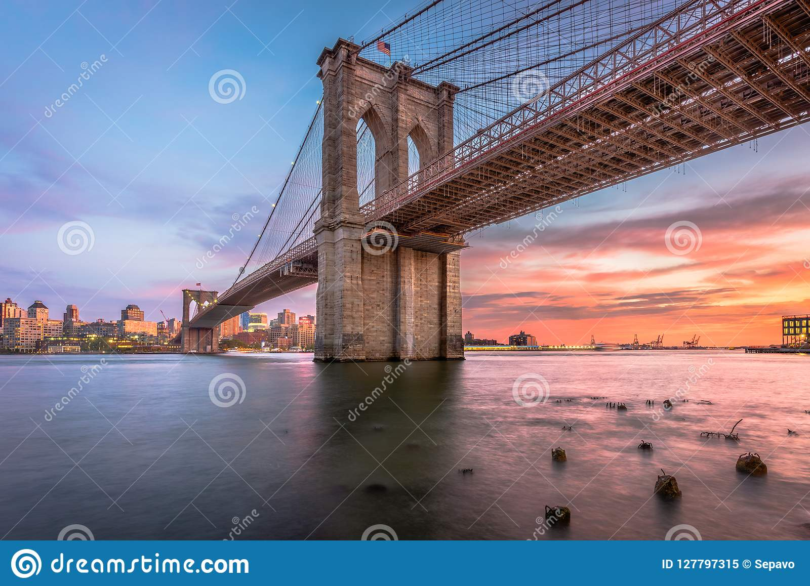 Ponte de Brooklyn New York City no crepúsculo