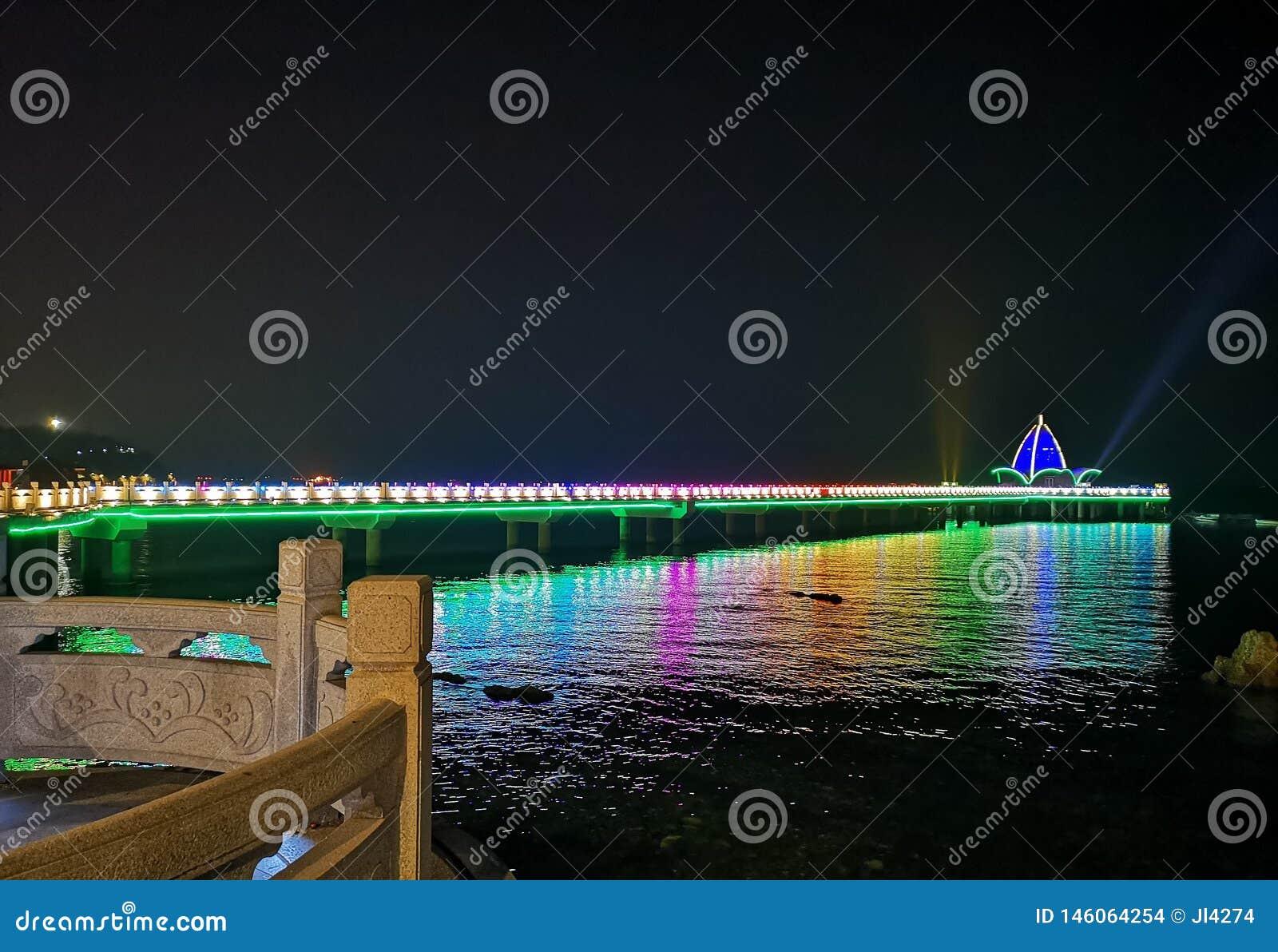 A ponte de cavalete na noite