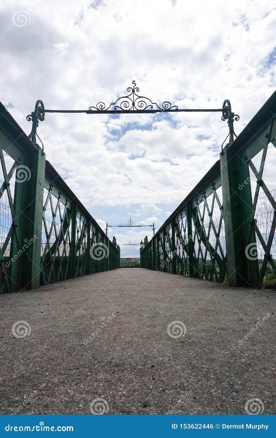 Ponte de estrada de ferro meados de do vapor de Hants