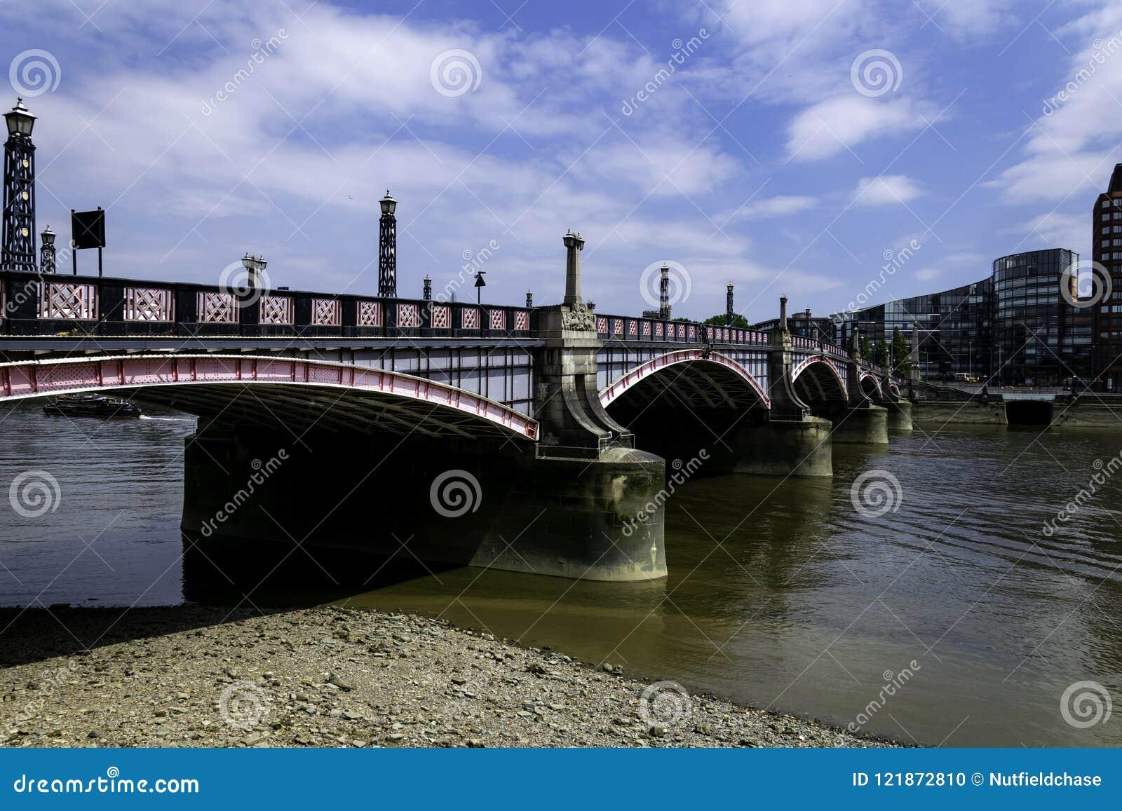 Ponte de Lambeth sobre o rio Tamisa