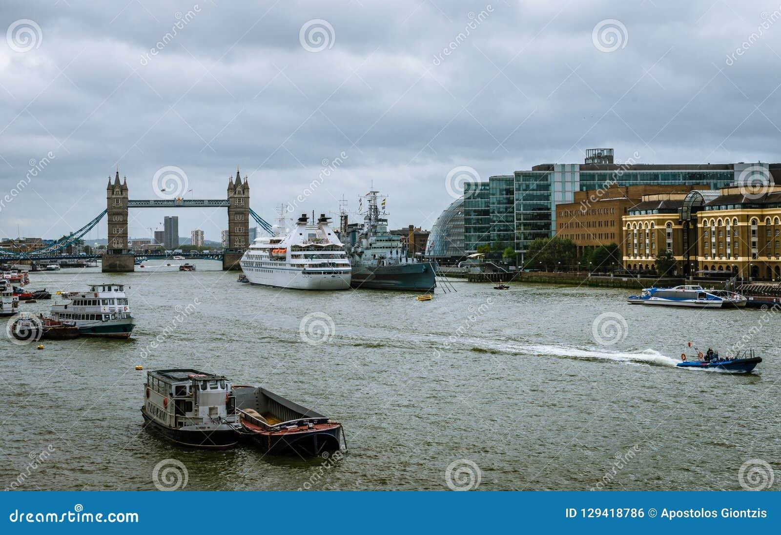 Ponte de Londres do fron da vista