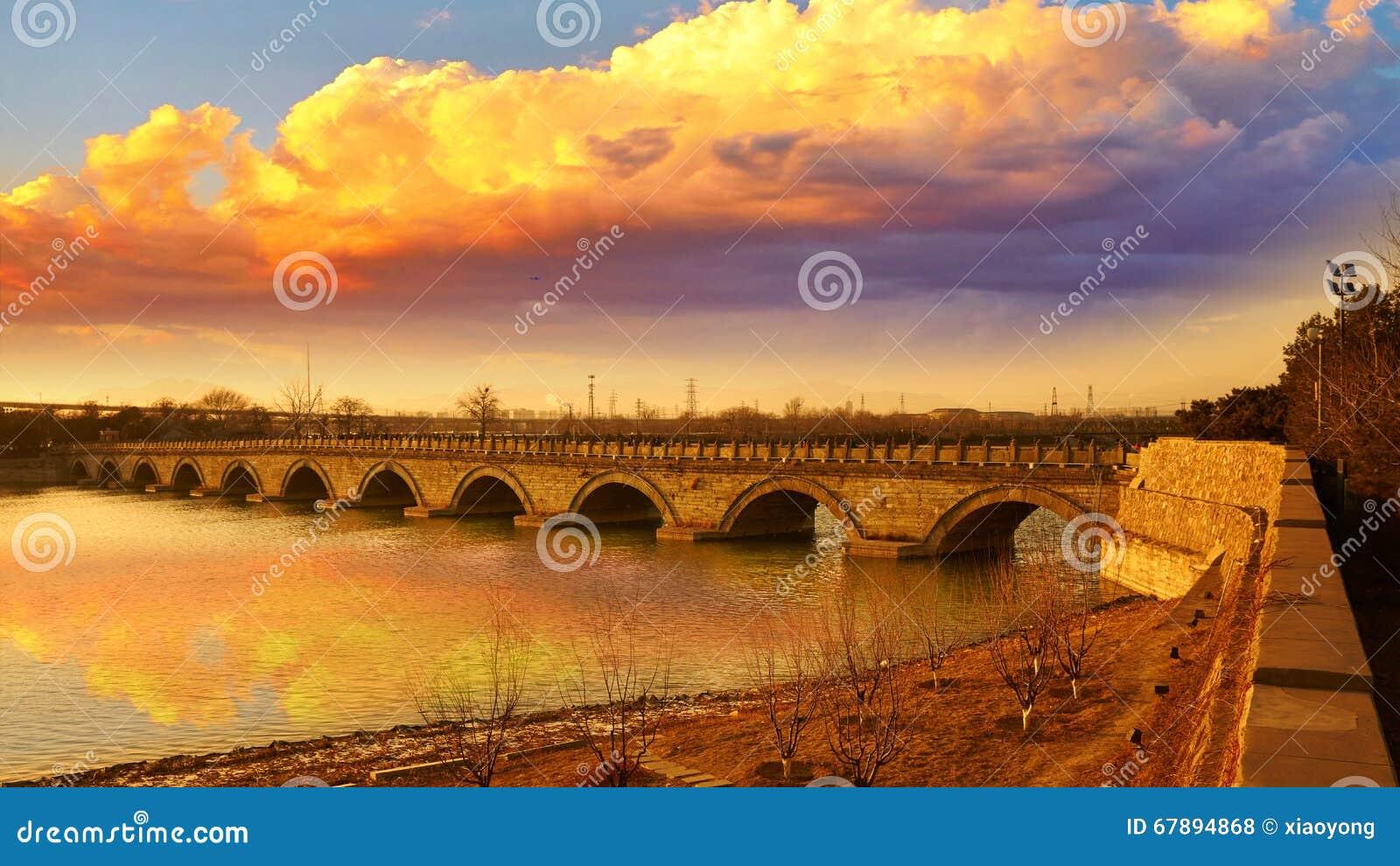 A ponte de Lugou, marco de Fengtai, China