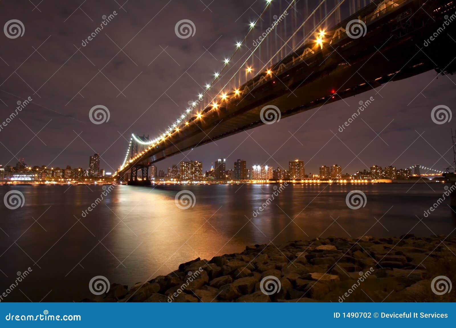 Ponte de Manhattan na noite