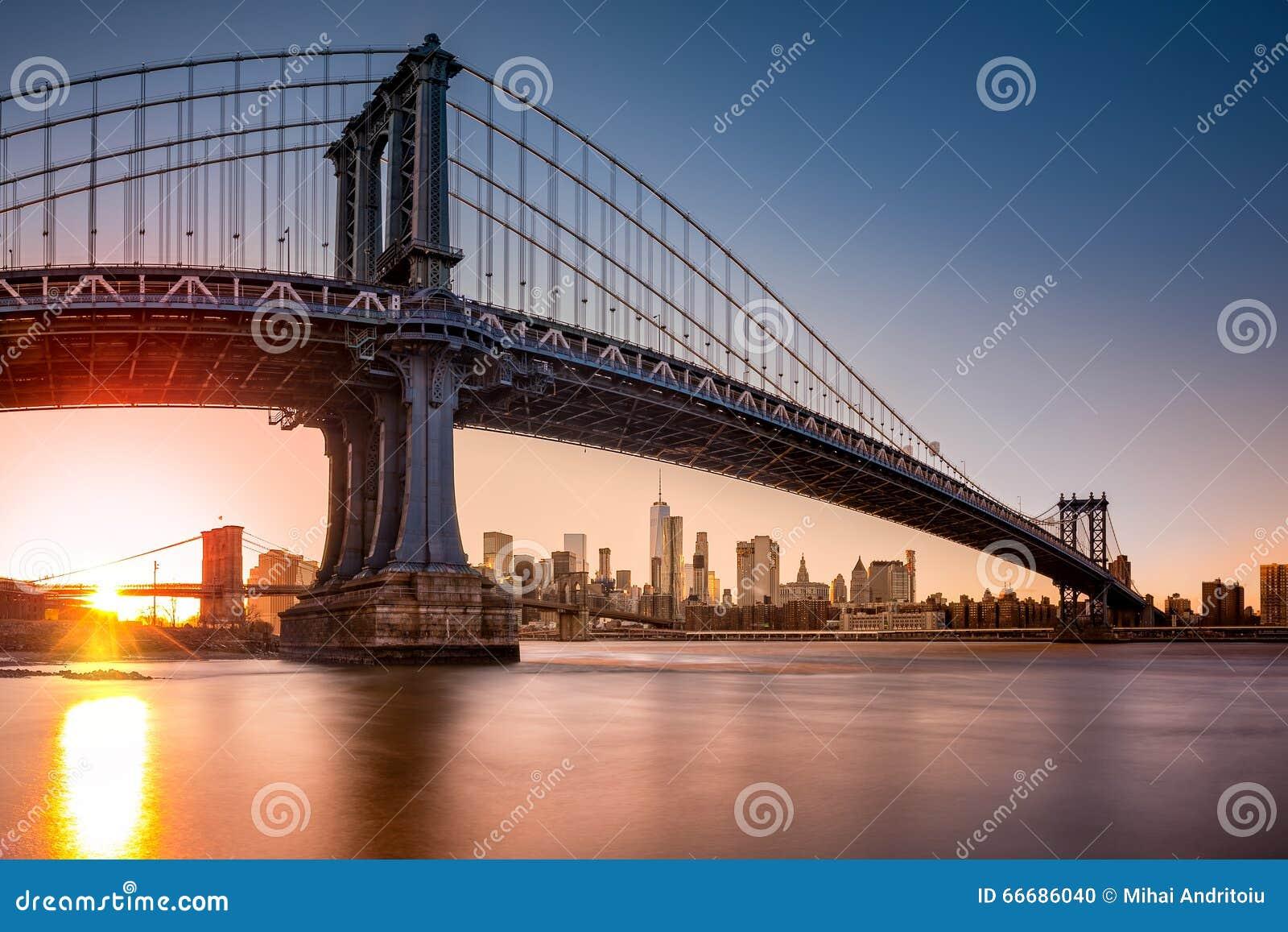 Ponte de manhattan que quadro a skyline de new york no por do sol
