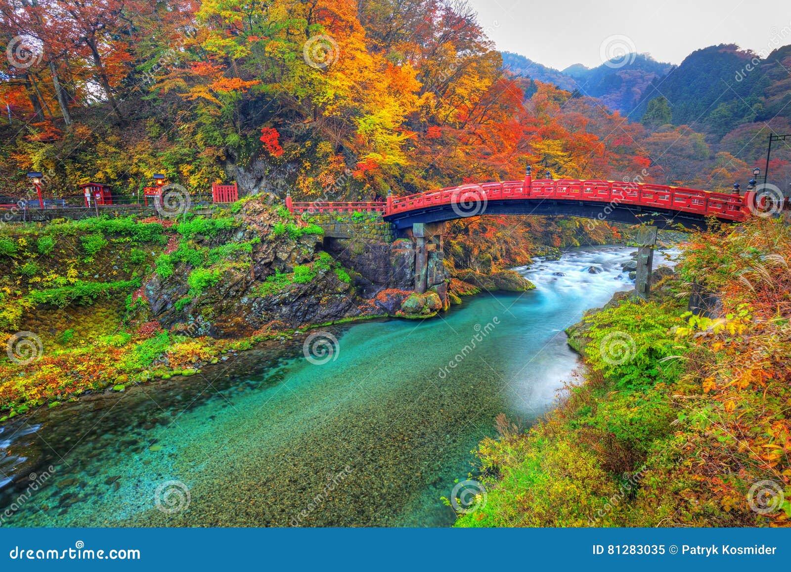 Ponte de Shinkyo durante o outono em Nikko