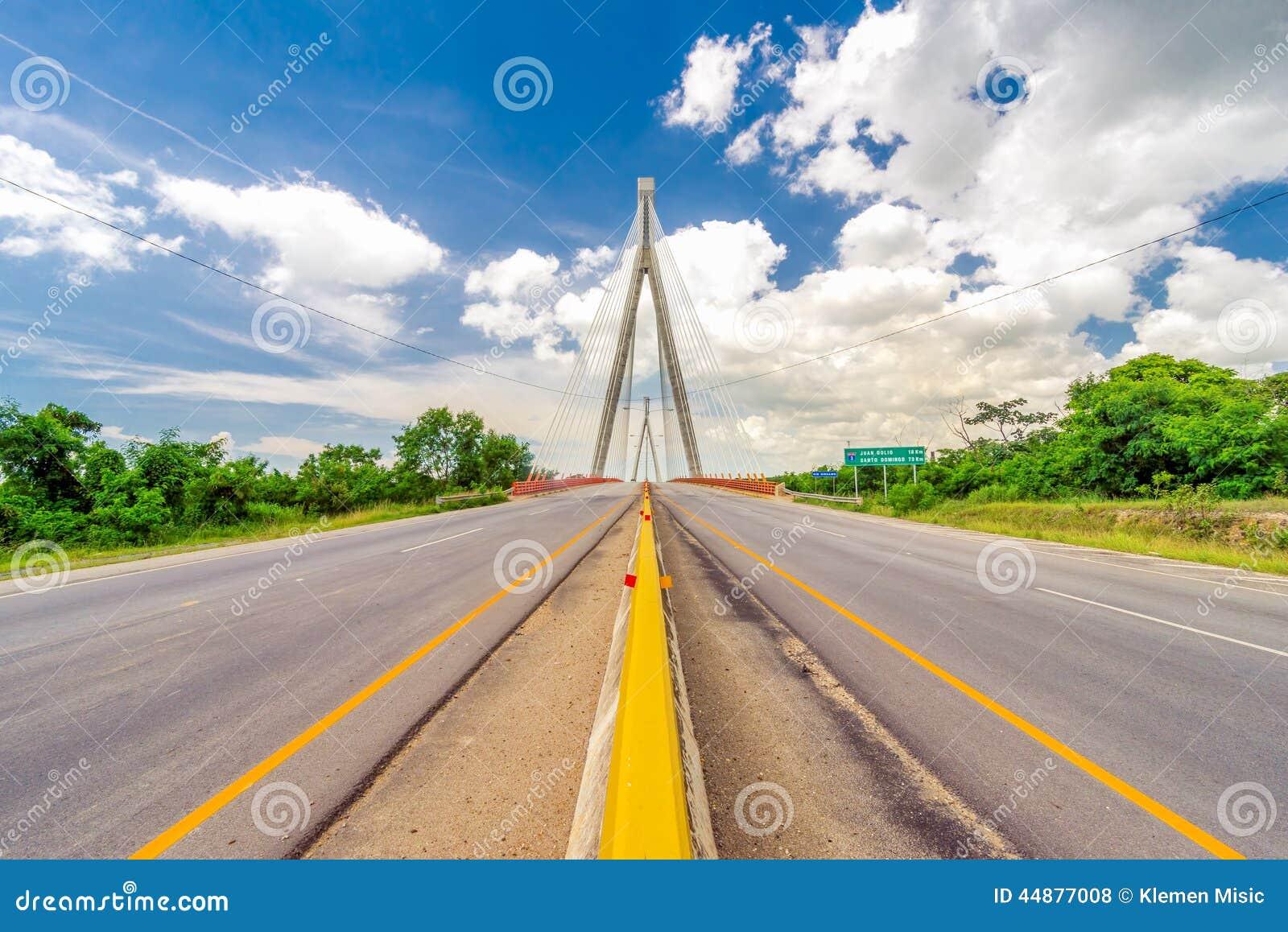 Ponte del ez del ¡ di Mauricio BÃ, un ponte strallato vicino a San Pedro de Macoris, Repubblica dominicana