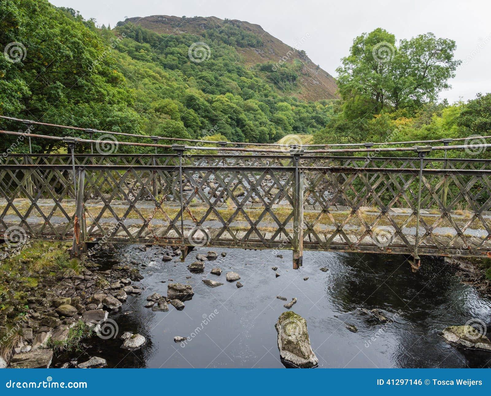 Ponte del metallo in Elan Valley, Galles