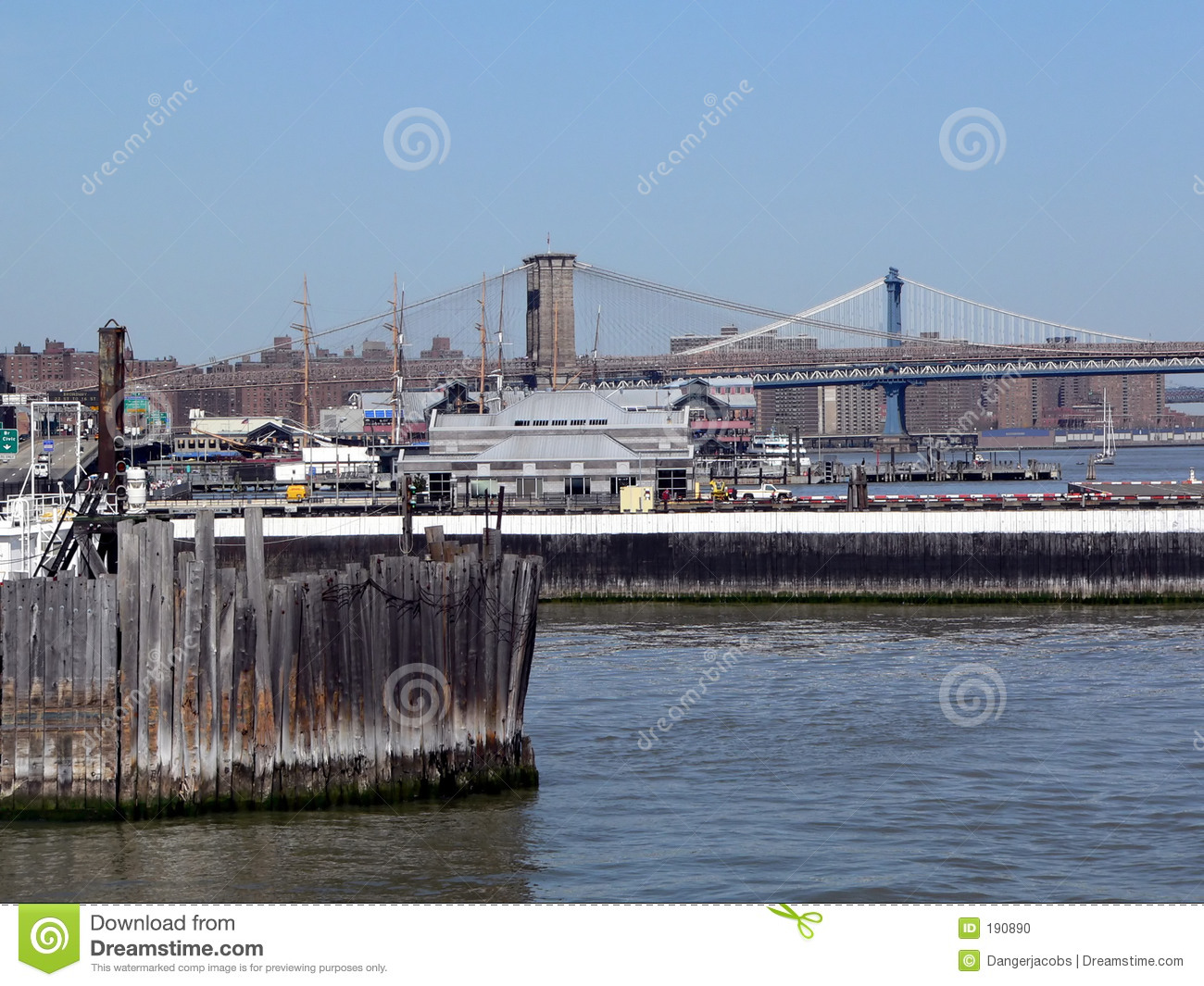 Ponte di Brooklyn e Manhattan come veduto dal porto di New York City