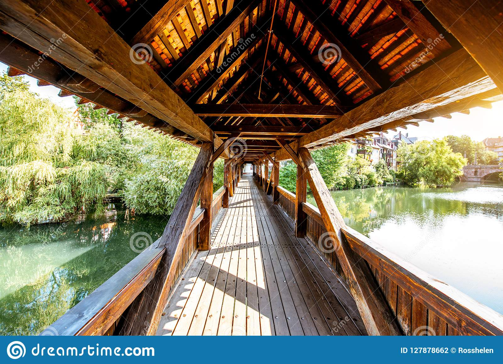 Ponte di legno antico in Nurnberg, Germania