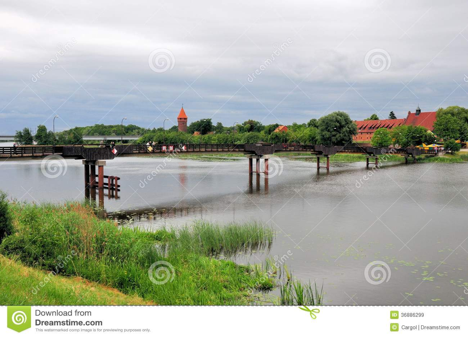 Download Ponte Di Legno Sul Fiume Di Nogat In Malbork, Polonia Immagine Stock - Immagine di fortress, fortificato: 36886299