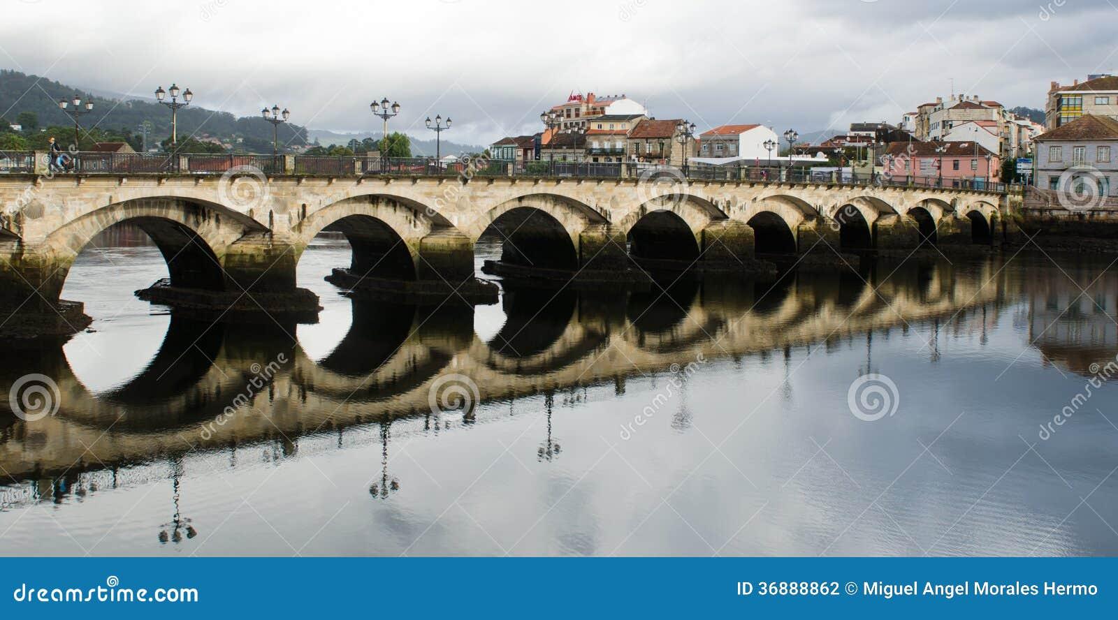 Download Ponte di Ponte de Burgo fotografia stock. Immagine di turismo - 36888862