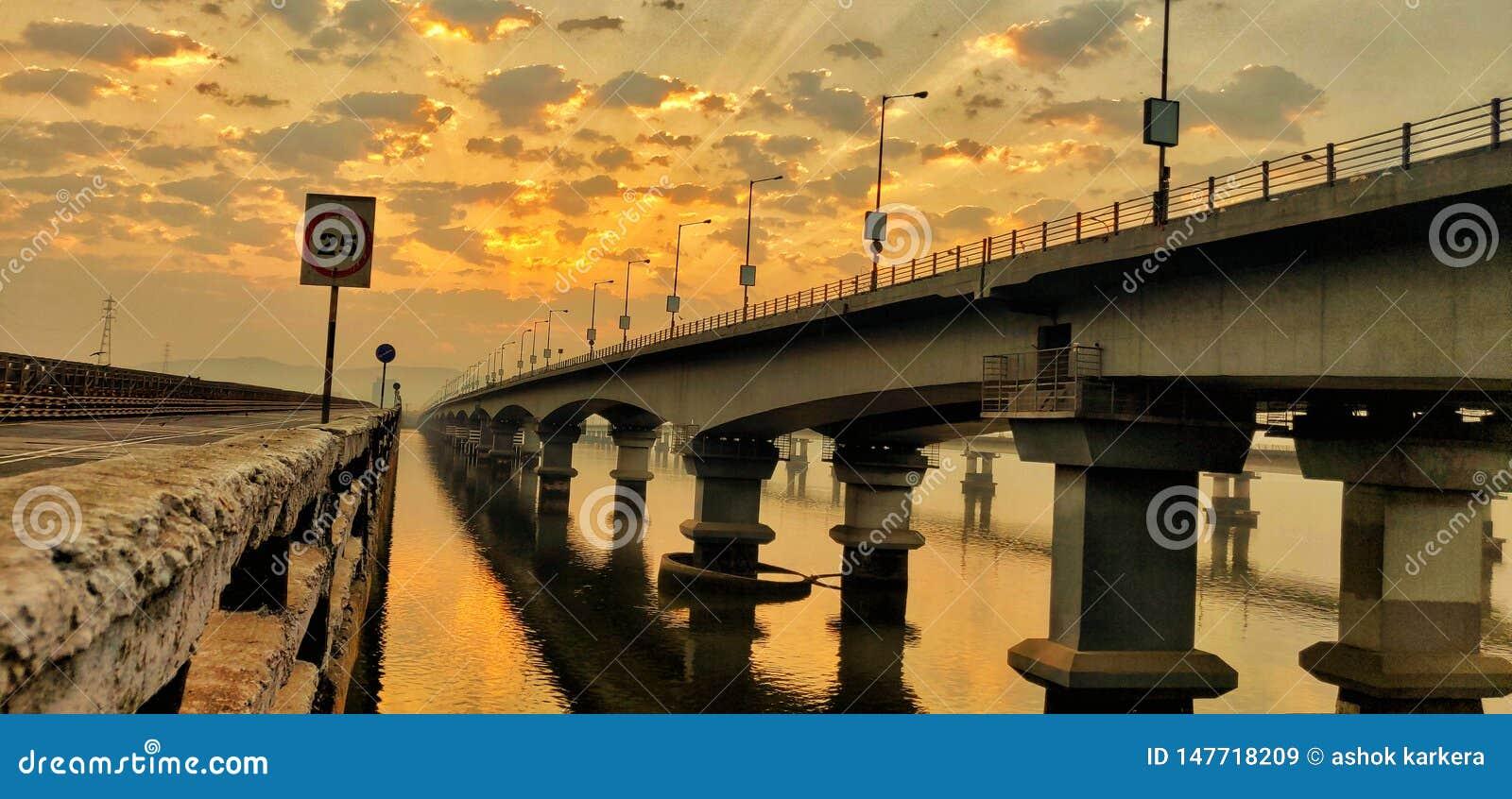 Ponte di Vashi, Navi Mumbai, Mumbai, India, maharashtra, alba, arancio