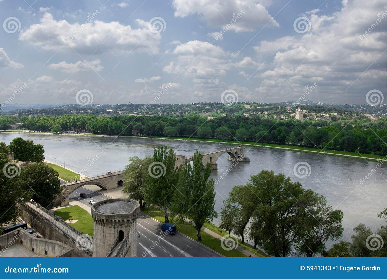 A ponte do Avignon famoso