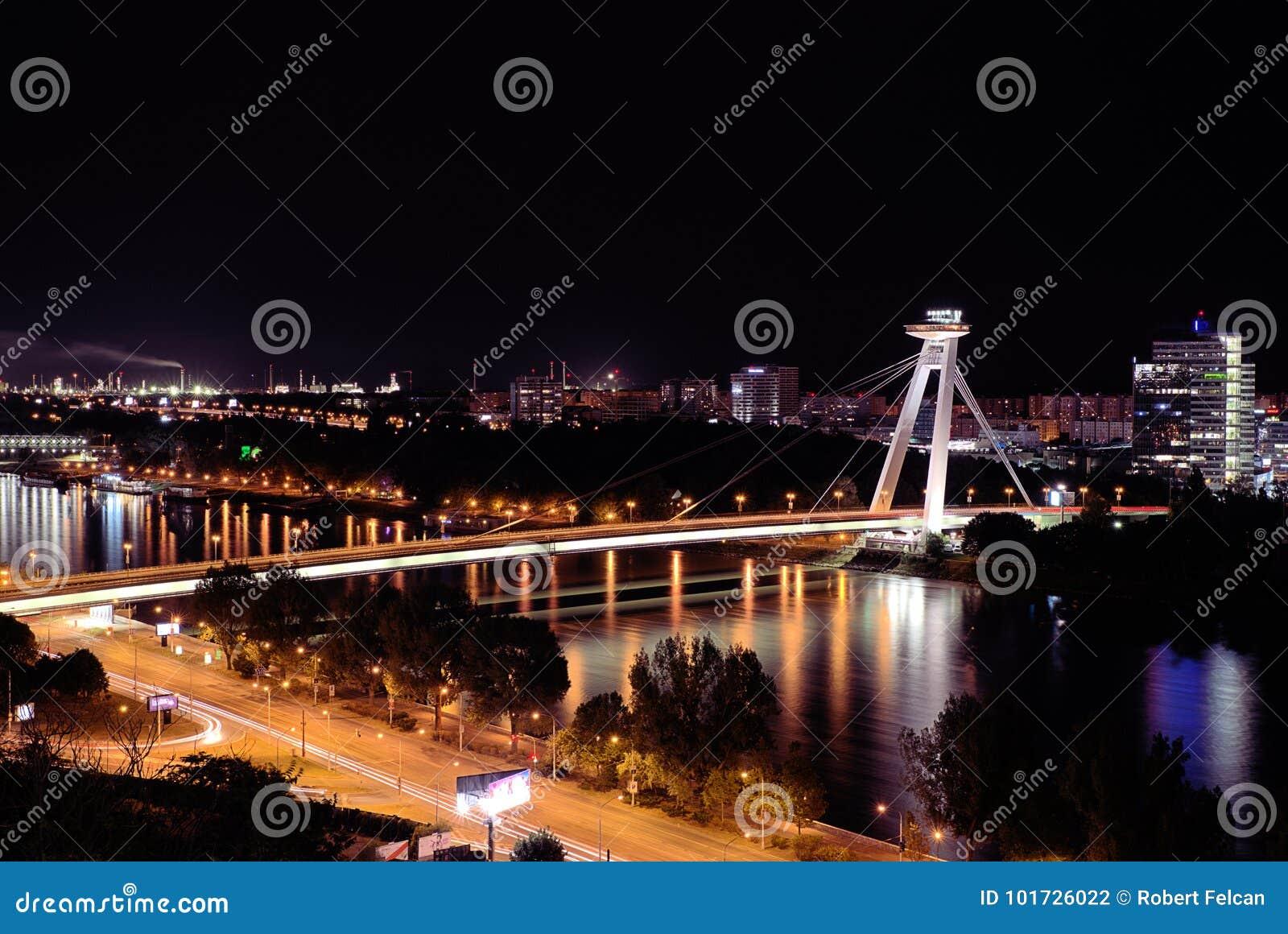 Ponte do Upraising nacional eslovaco, Danube River, capital Bratislava, Eslováquia