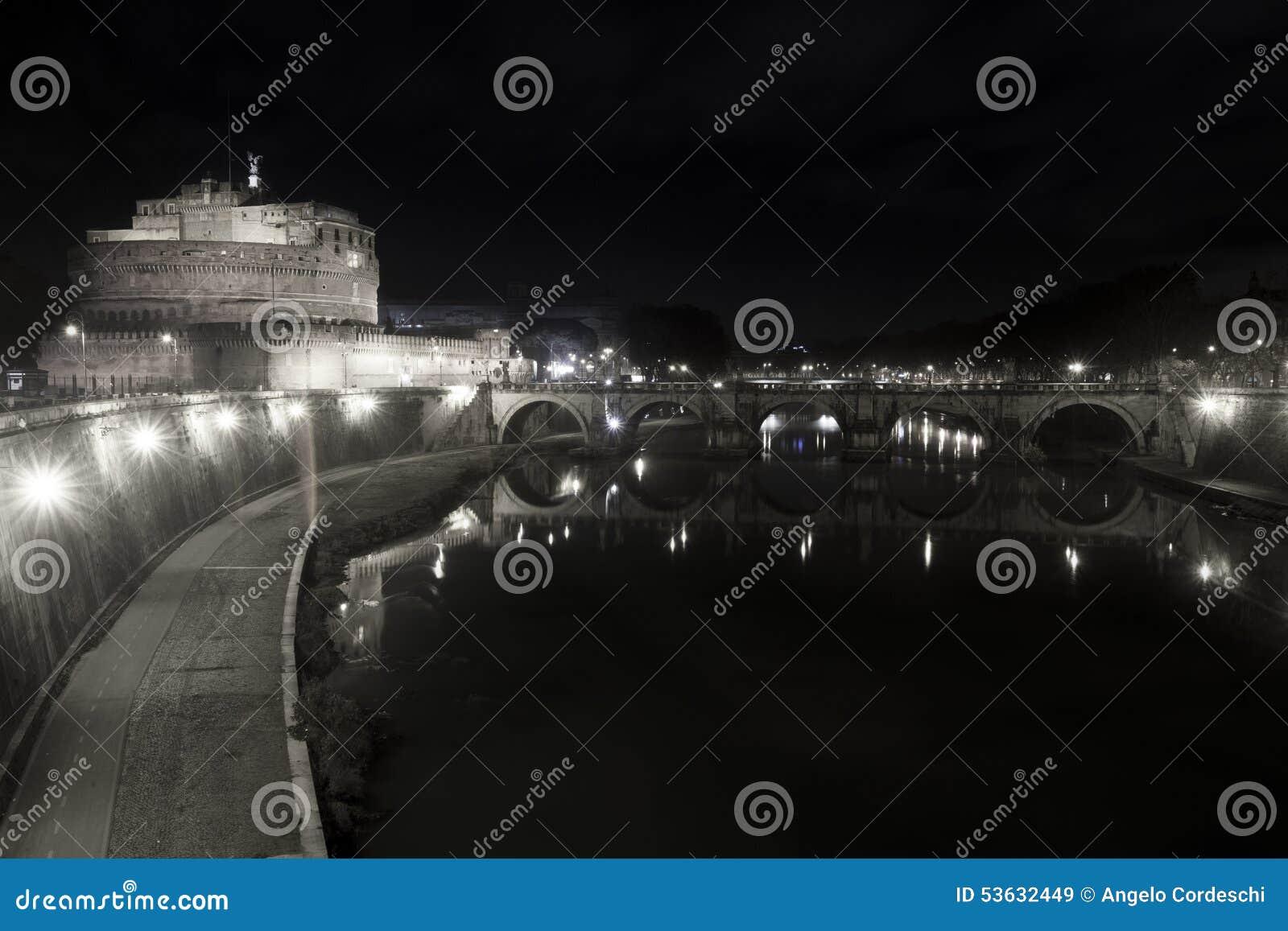 Ponte e castello Sant Angelo, ponte a Roma L Italia Bianco nero