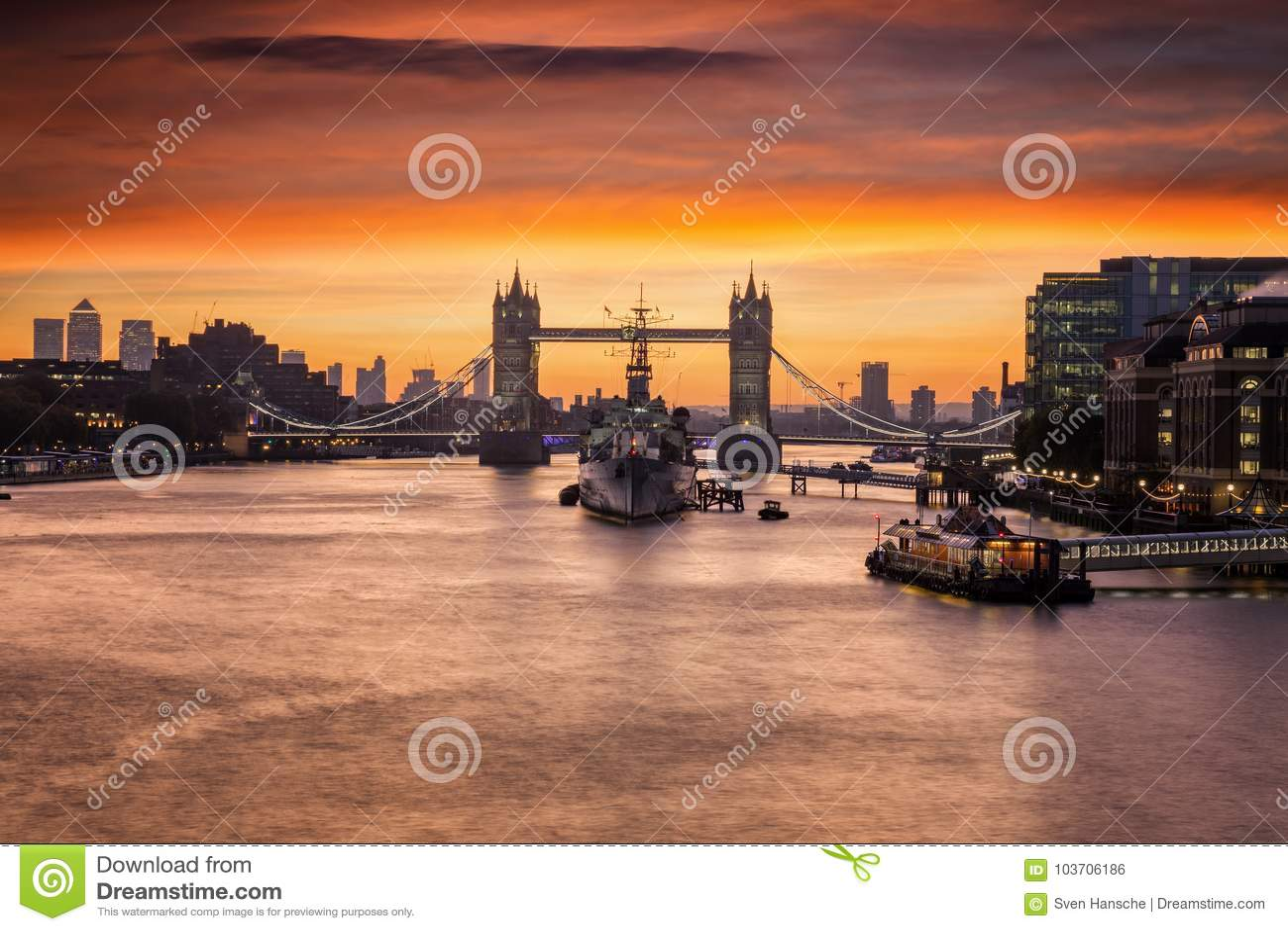 A ponte icónica da torre em Londres