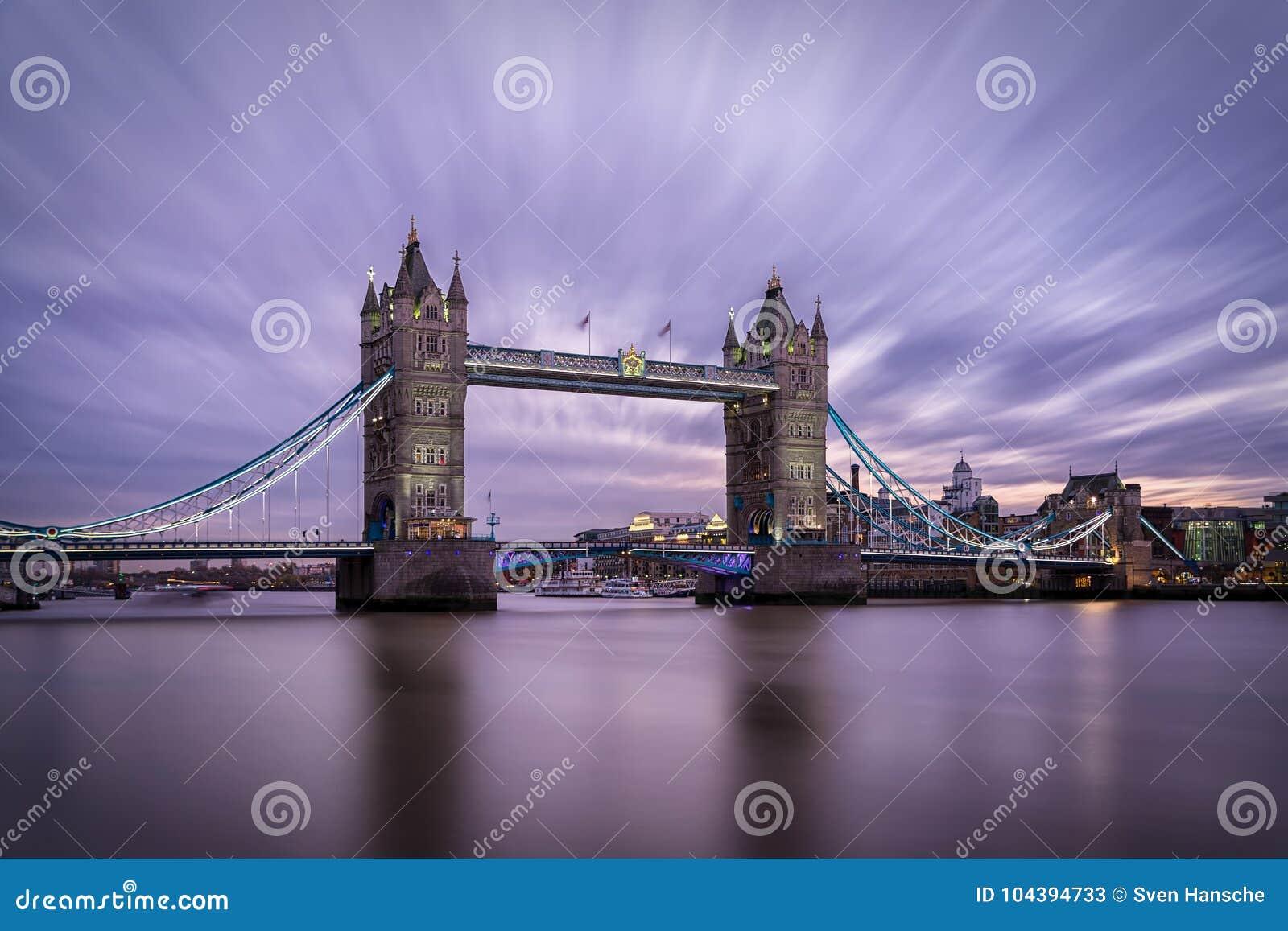 A ponte icónica da torre em Londres, Reino Unido