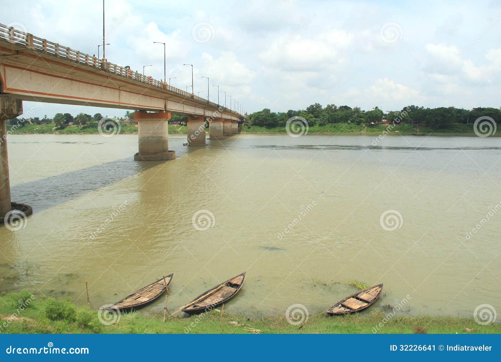 Download Ponte no rio. imagem de stock. Imagem de detalhe, silêncio - 32226641