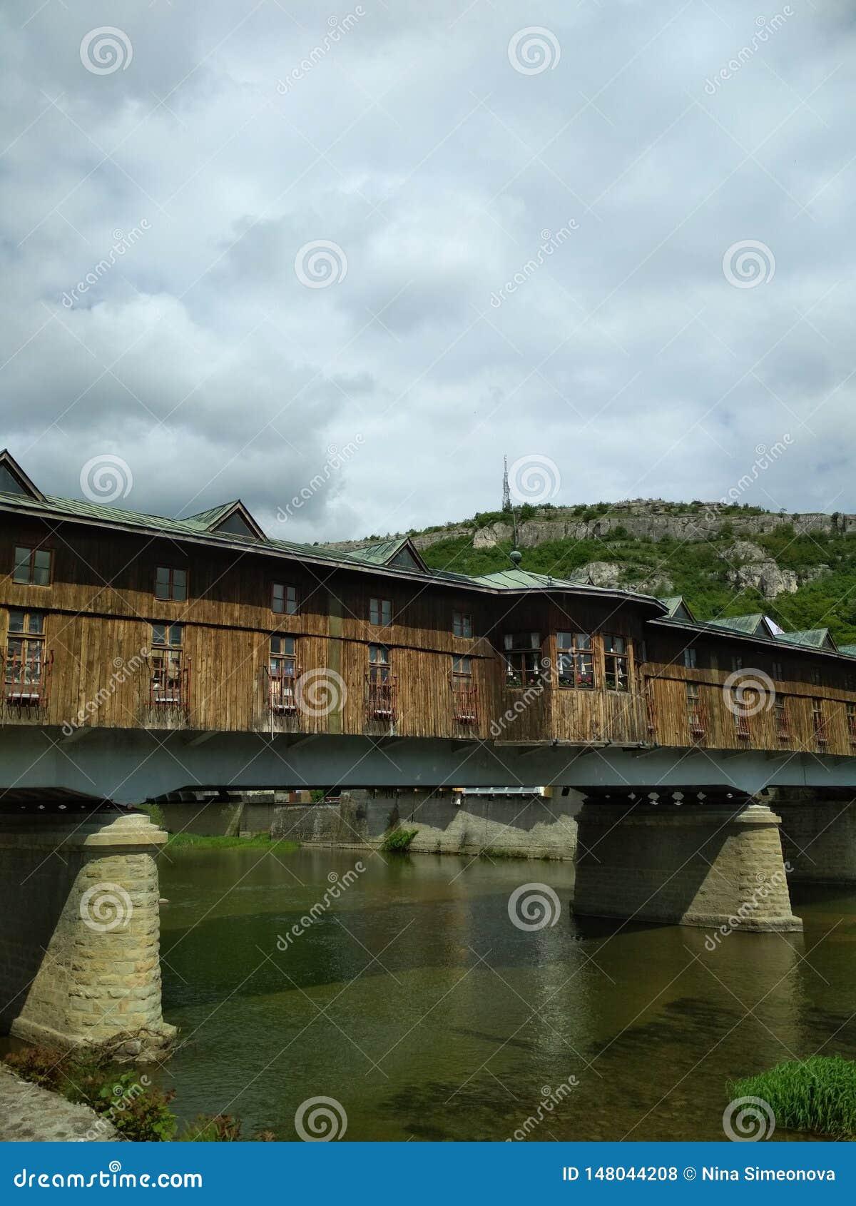 Ponte no rio