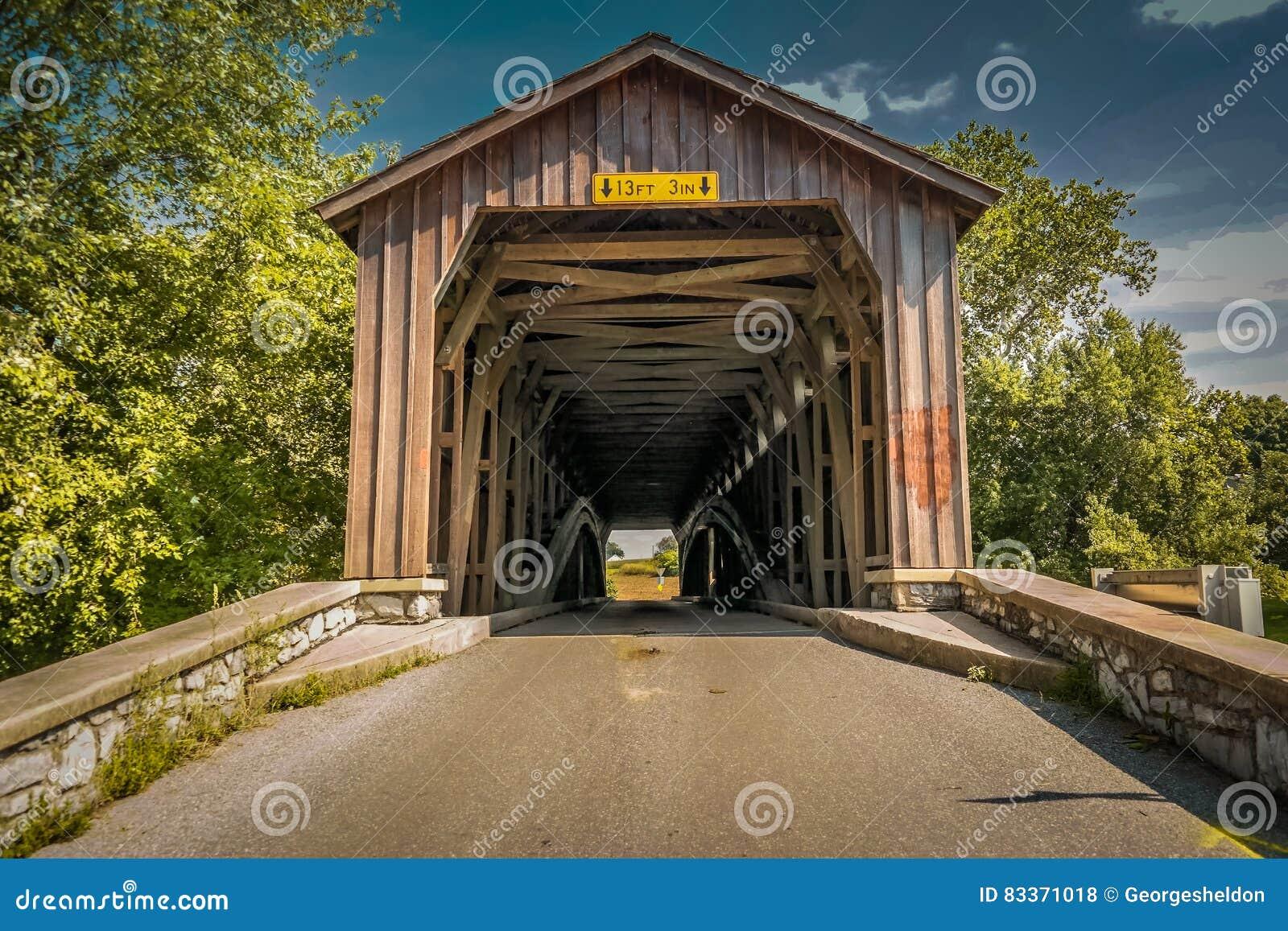 Ponte non dipinto del mulino di Hunsecker nella contea di Lancaster