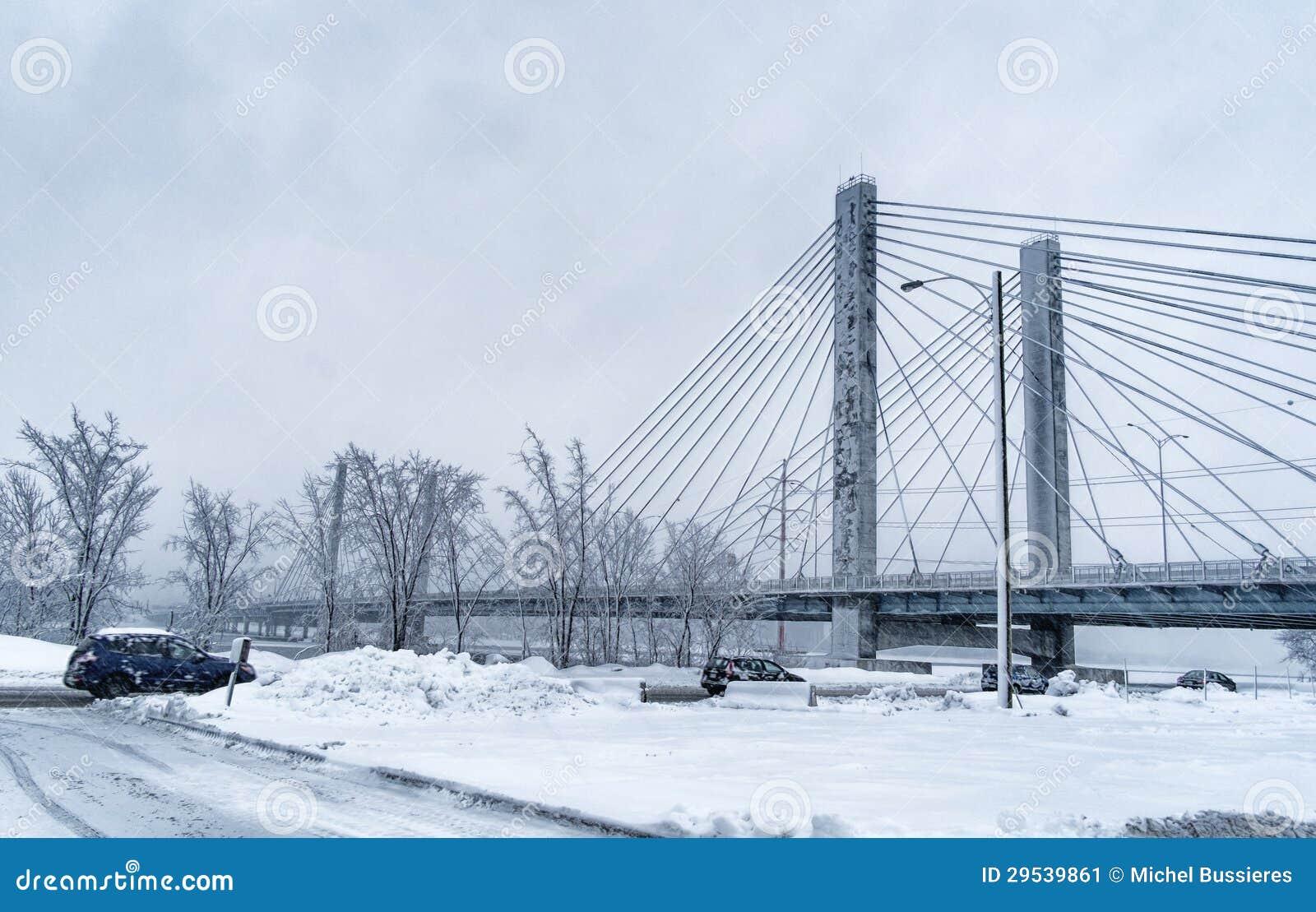 Ponte oa um o dia nevado